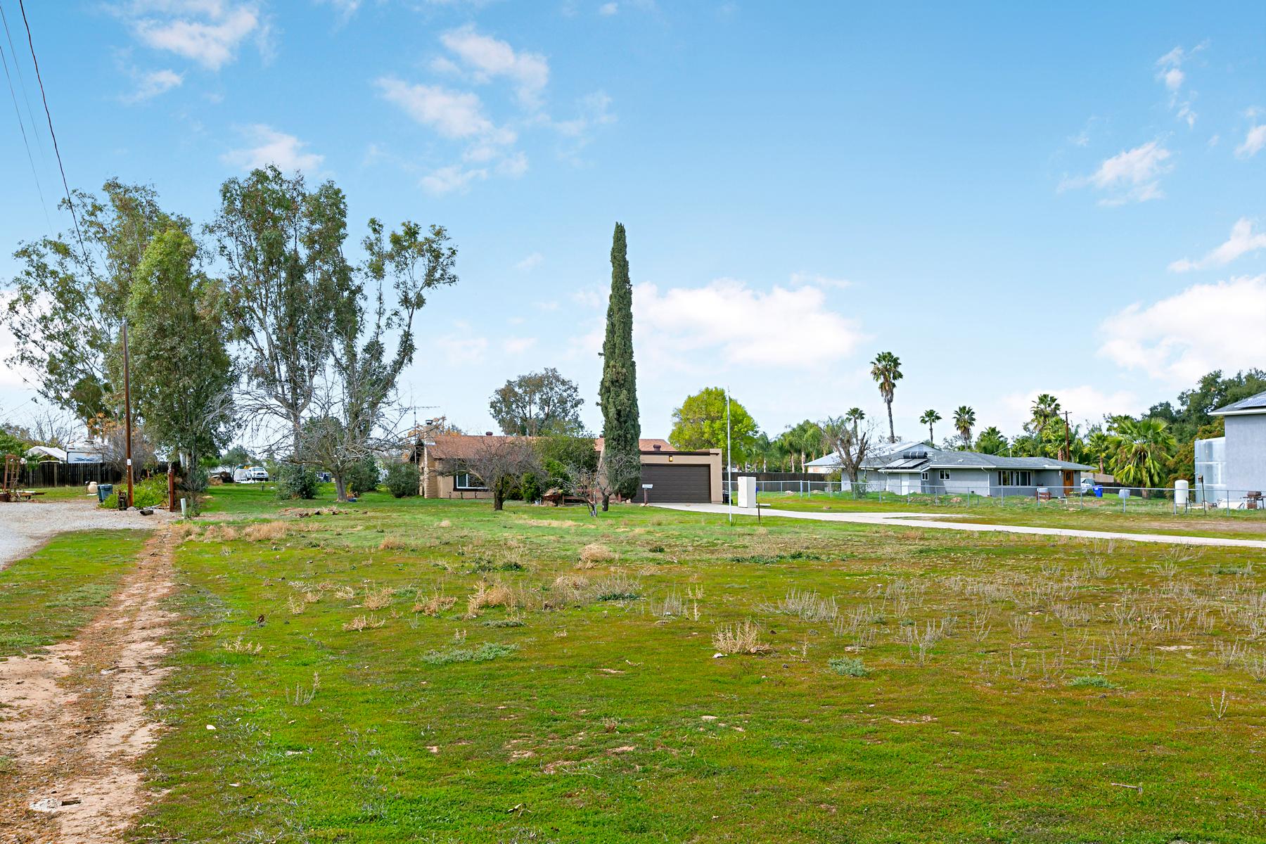 Частный односемейный дом для того Продажа на 225 Hope Street Ramona, Калифорния, 92065 Соединенные Штаты