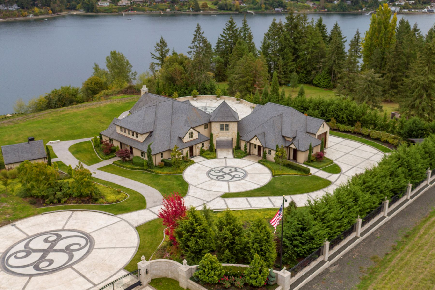 Moradia para Venda às Wollochet Bay French Chateau 4717 19th Street Court NW Gig Harbor, Washington, 98335 Estados Unidos