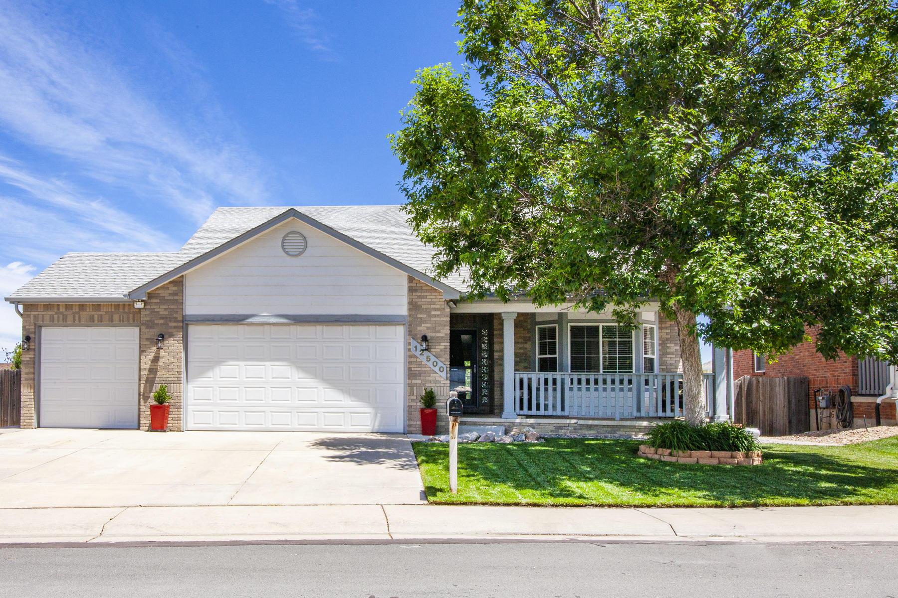 Single Family Homes для того Продажа на Rare Semi-Custom Ranch Home 12500 Josephine Street, Thornton, Колорадо 80241 Соединенные Штаты