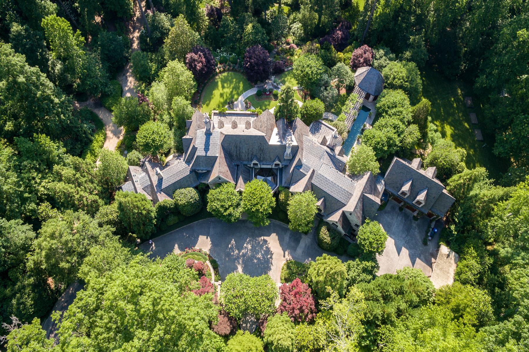 Single Family Homes для того Продажа на Beautiful Custom Estate In Buckhead 2042 W Paces Ferry Road, Atlanta, Джорджия 30327 Соединенные Штаты