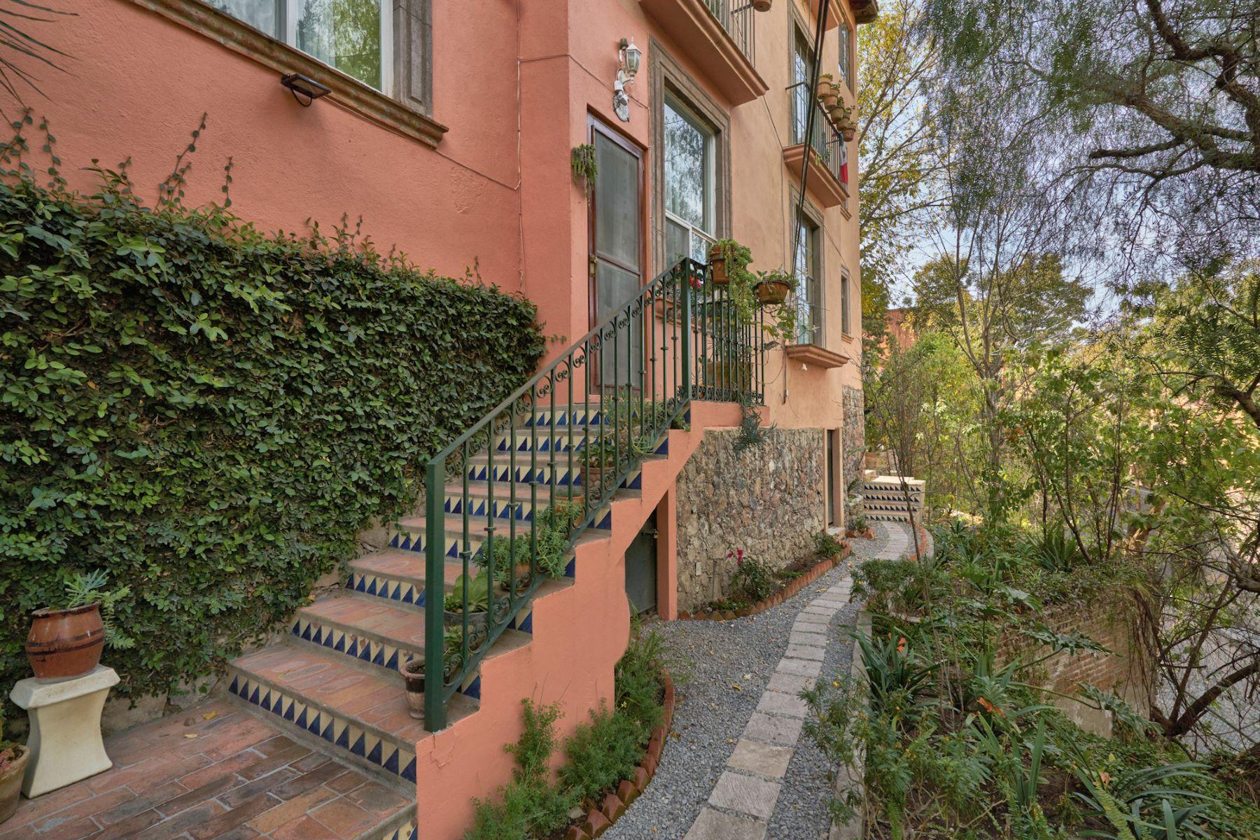 Condominio por un Venta en Santo Domingo Condo Santo Domingo 55 Suite 4D San Miguel De Allende, Guanajuato 37700 México