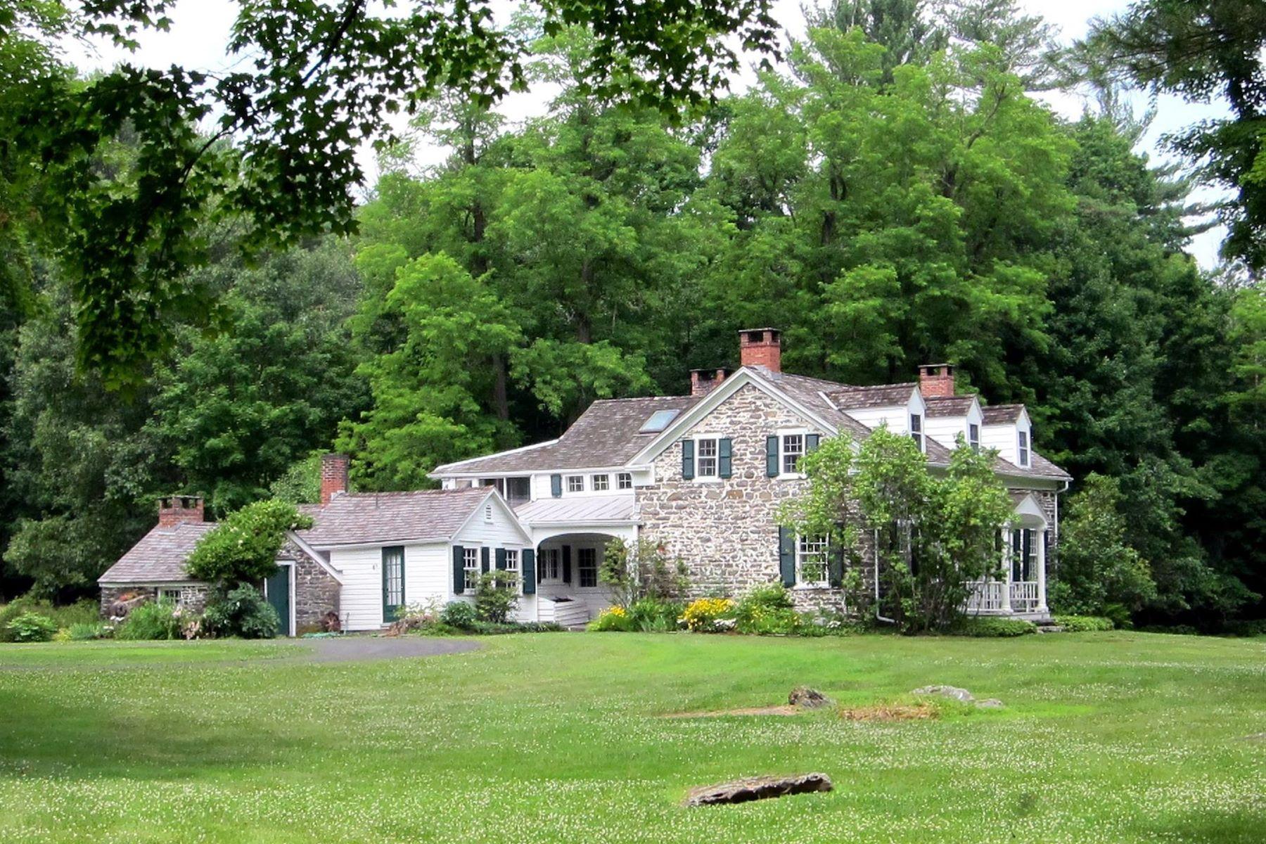 独户住宅 为 销售 在 Zena Stone House 729 Zena Road 伍德斯托克, 纽约州 12498 美国