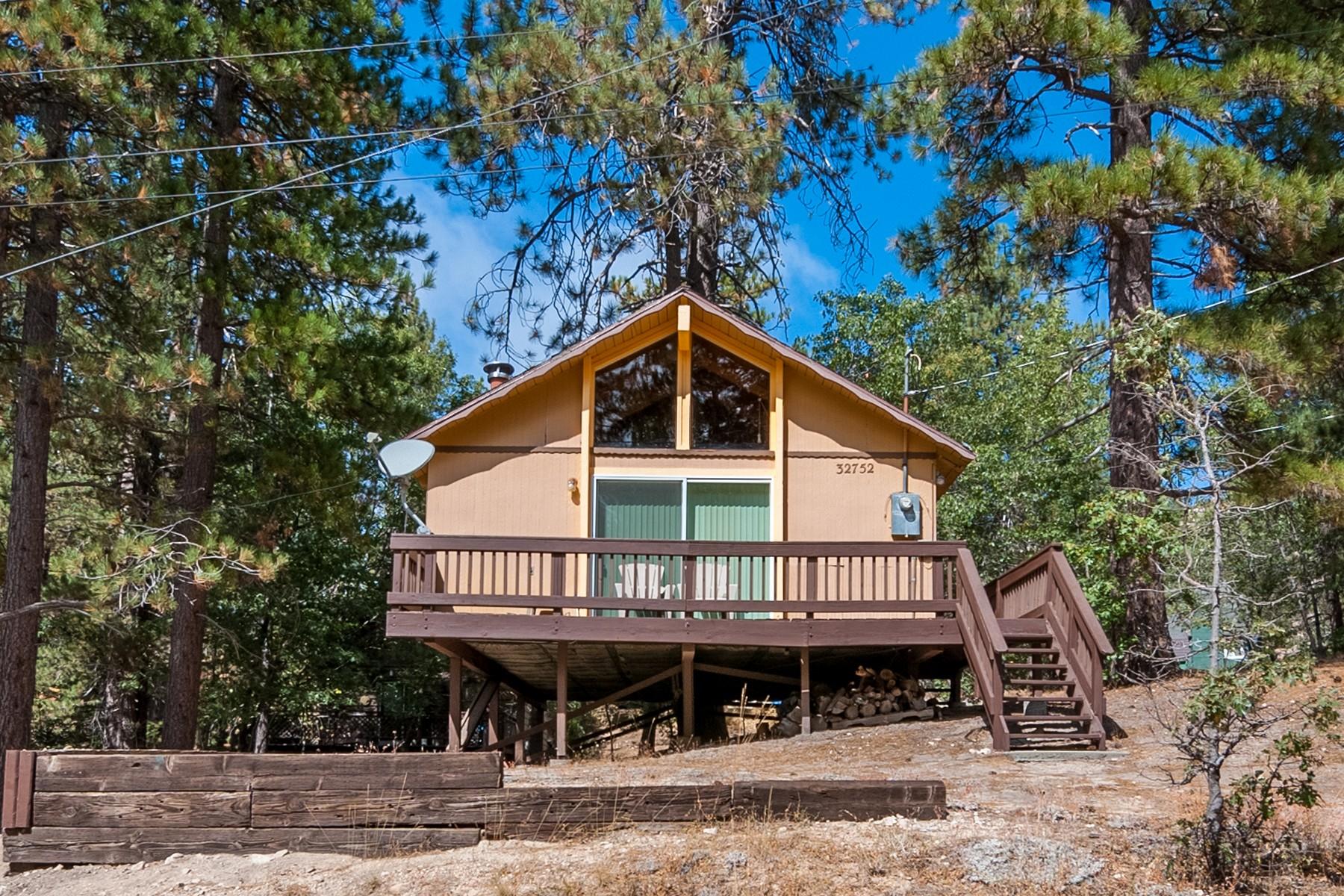 Single Family Homes pour l Vente à 32752 Tulip Lane Arrow Bear, CA 92382 Running Springs, Californie 92382 États-Unis