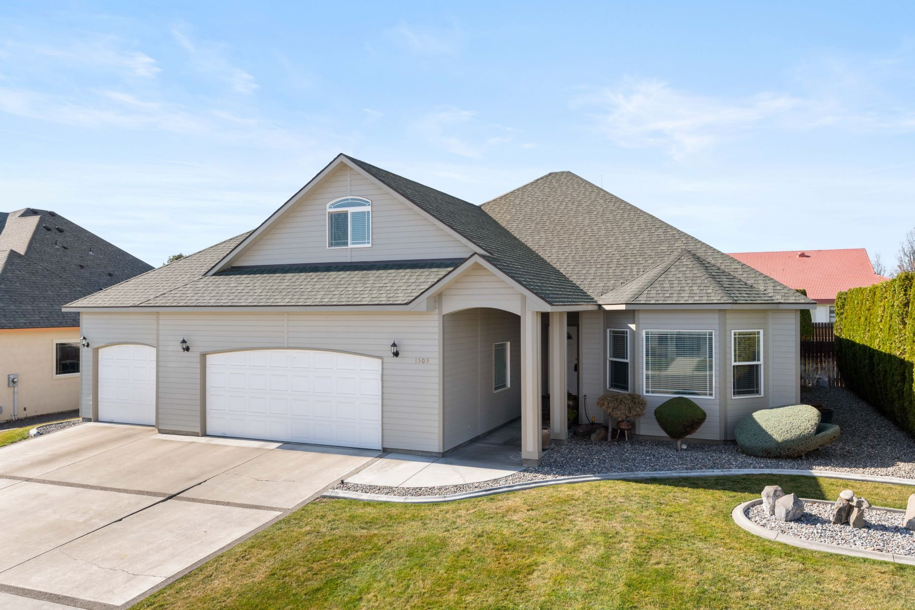 Single Family Homes for Sale at Immaculate Rambler! 1505 S 44th Avenue, West Richland, Washington 99353 United States