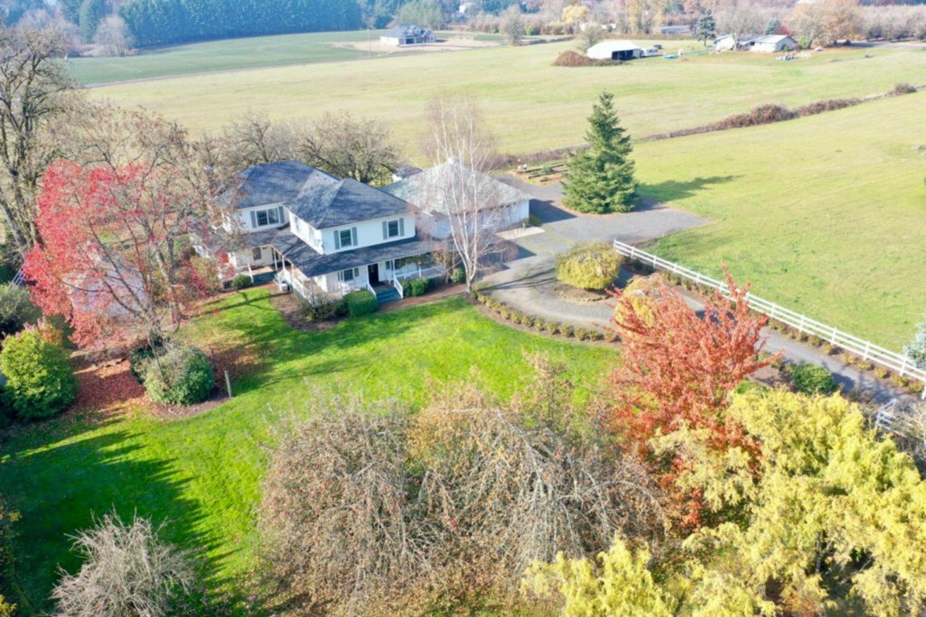 Single Family Homes pour l Vente à Newberg, Oregon 97132 États-Unis