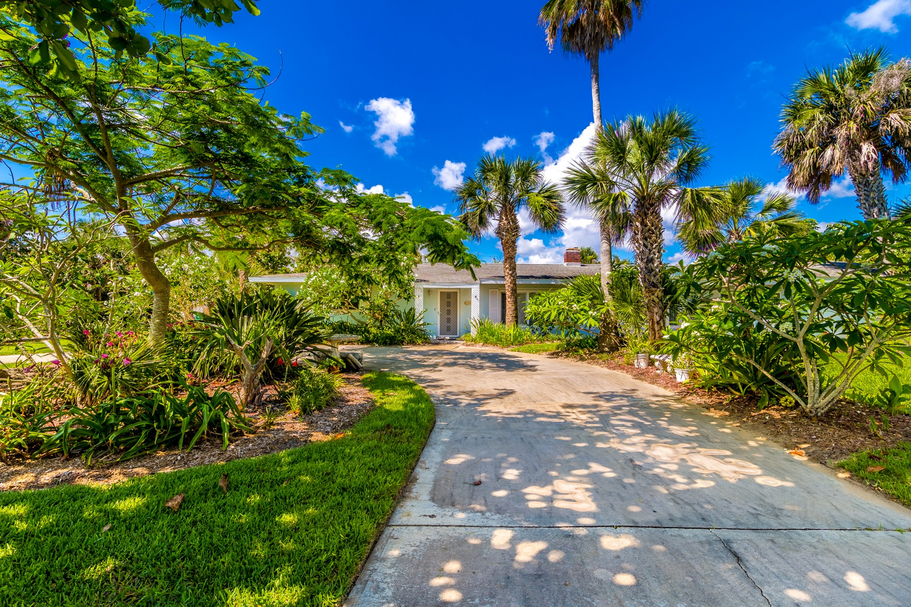 Additional photo for property listing at Spacious Home in Indialantic by the Sea 1200  S Shannon Ave S Indialantic, Florida 32903 United States