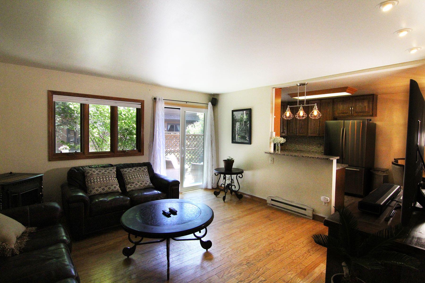 Maisons pour l Vente à 810 Powderhorn Lane, D #8-4 810 Powderhorn Lane, #D, Jackson, Wyoming 83001 États-Unis