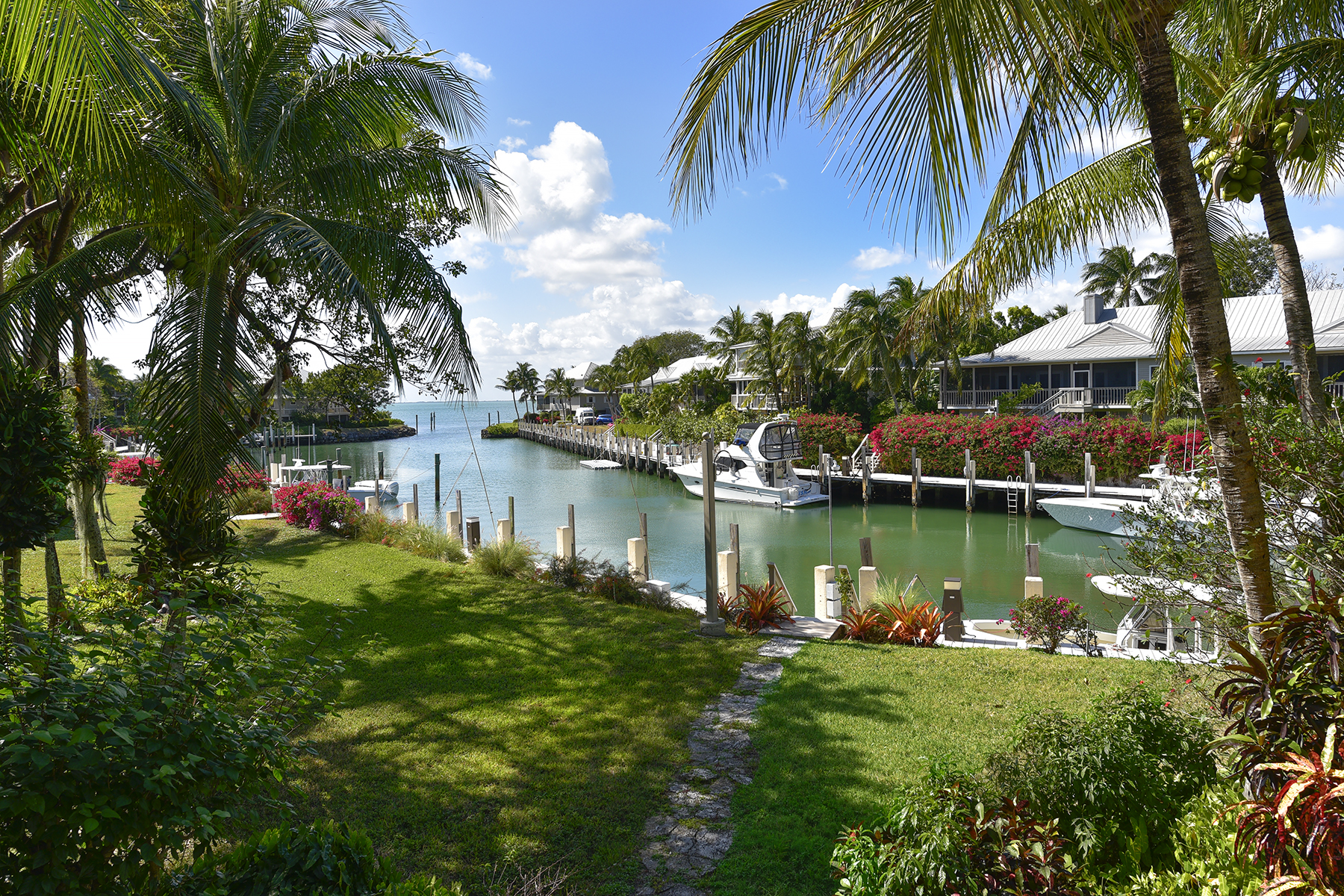 Additional photo for property listing at Waterfront Cottage - Key Largo Anglers Club 13 South Marina Drive Key Largo, Флорида 33037 Соединенные Штаты