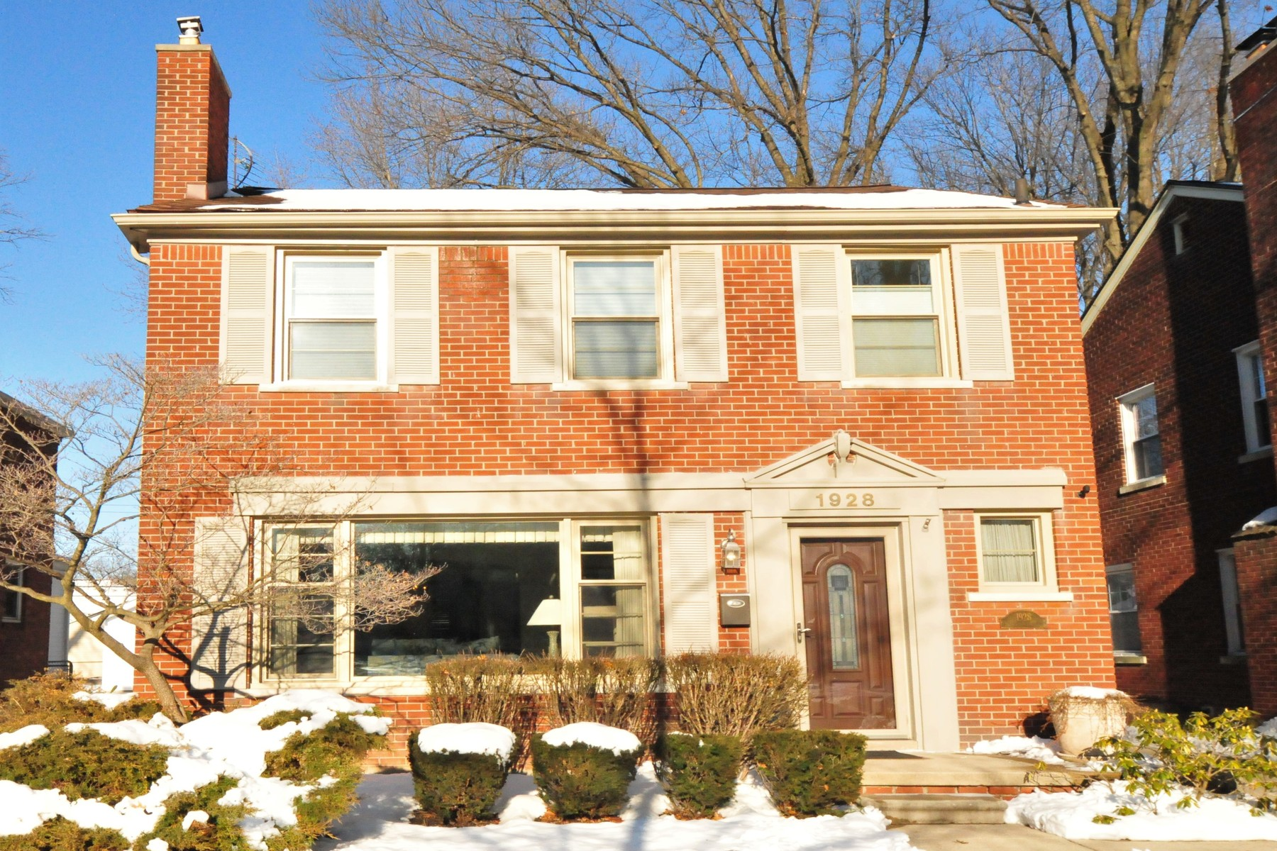 Single Family Homes for Sale at Grosse Pointe Woods 1928 Littlestone Grosse Pointe Woods, Michigan 48236 United States