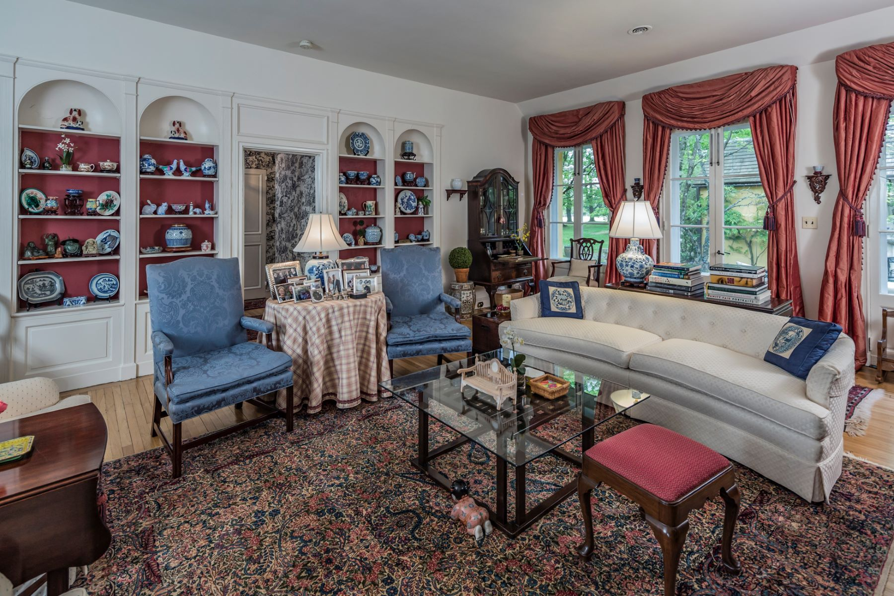 Additional photo for property listing at Secluded European Estate Setting  - Lawrence Township 44 Fackler Road Princeton, Нью-Джерси 08540 Соединенные Штаты