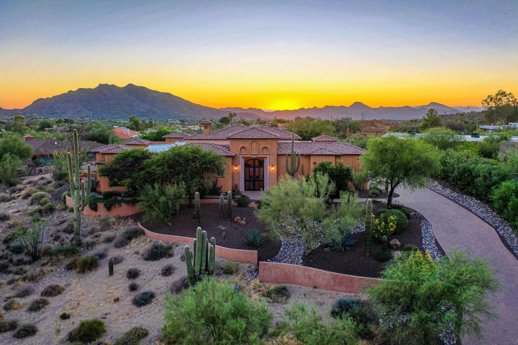 Single Family Homes 为 销售 在 Carefree Fore More 37608 N Pima RD Carefree, 亚利桑那州 85377 美国