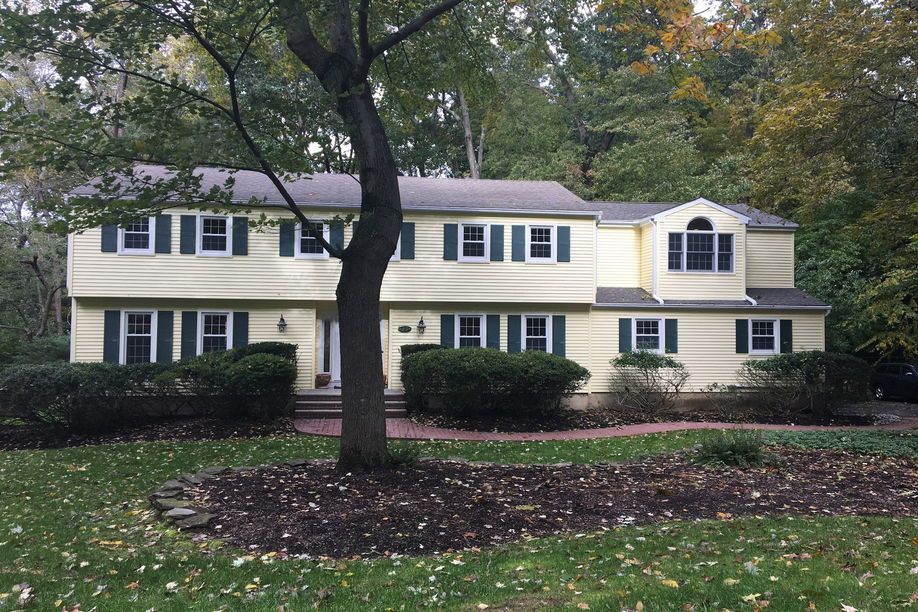 Single Family Home for Sale at 25 White Oak Ridge Rd, Lincroft 25 White Oak Ridge Rd., Middletown, New Jersey 07748 United States