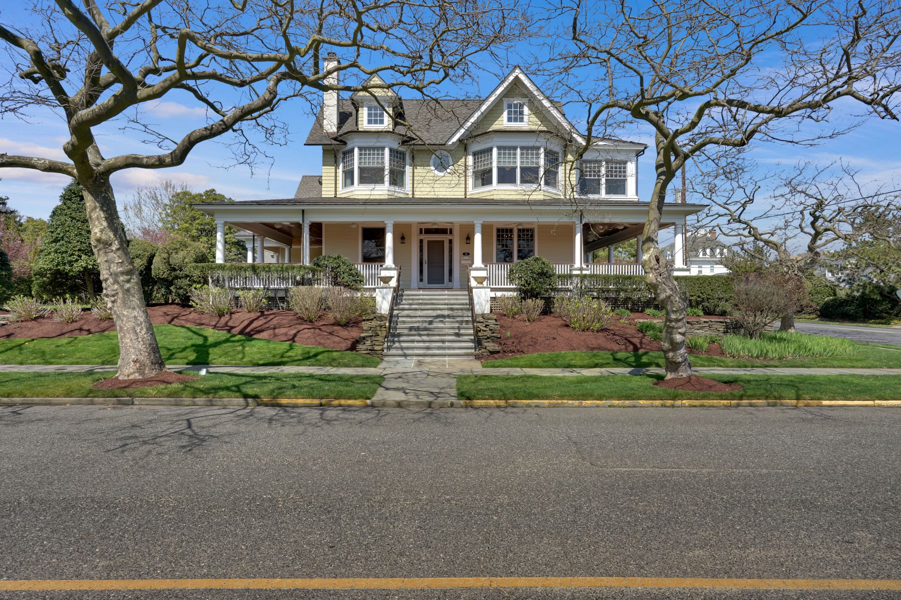 Single Family Homes for Sale at Quintessential Spring Laker 100 Madison Avenue Spring Lake, New Jersey 07762 United States