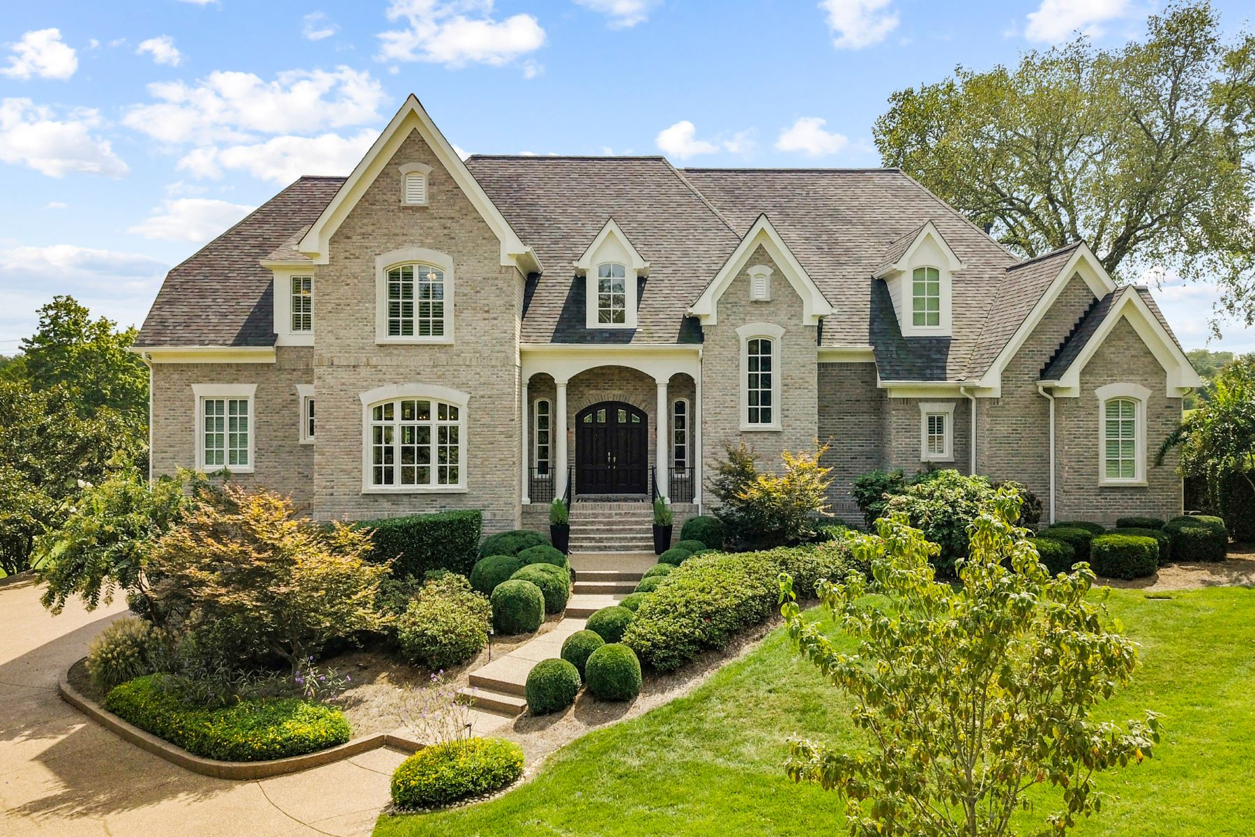 Single Family Homes pour l Vente à Privacy Abounds In This Spectacular Governors Club Estate 2 Colonel Winstead Drive, Brentwood, Tennessee 37027 États-Unis