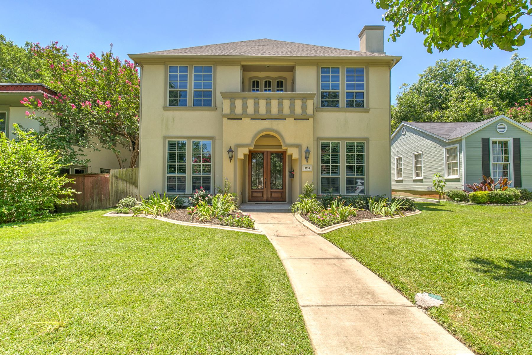 Single Family Homes for Active at Arlington Heights Traditional 5233 El Campo Avenue Fort Worth, Texas 76107 United States