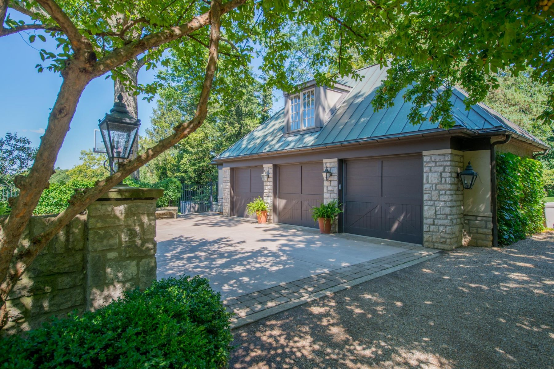 Additional photo for property listing at Incredible North Bexley Estate 361 North Parkview Avenue Bexley, Ohio 43209 United States