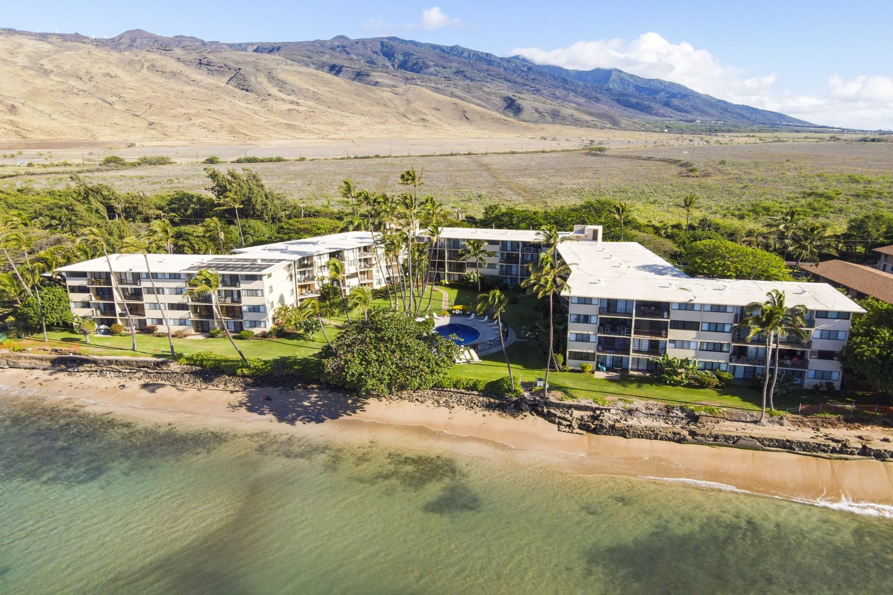 Condominiums 为 销售 在 Casual Luxury Just Steps to the Maui Ocean 250 Hauoli St, Kanai A Nalu 418 怀卢库, 夏威夷 96793 美国