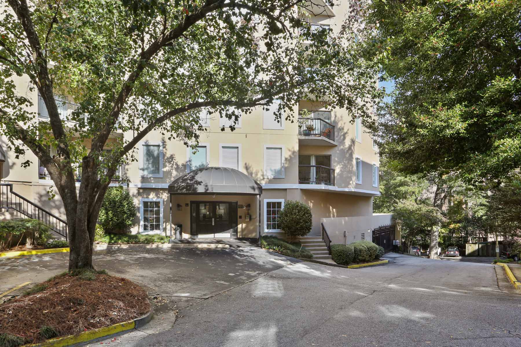 Condominium for Sale at Fabulous Buckhead Condo - Great Square Footage, Two Parking Spaces! 1 Biscayne Dr 501 Atlanta, Georgia 30309 United States