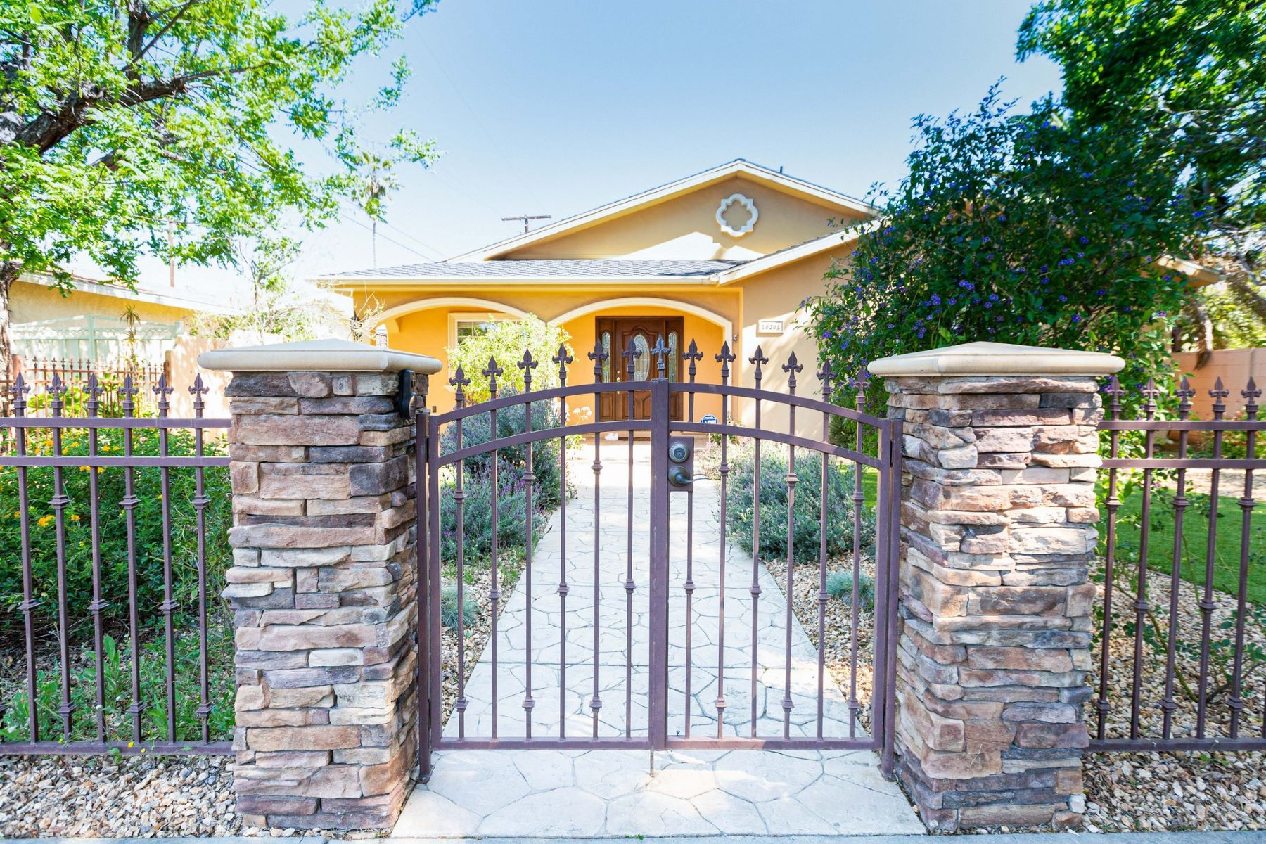 Single Family Homes for Active at 16361 Bryant Street North Hills, California 91343 United States
