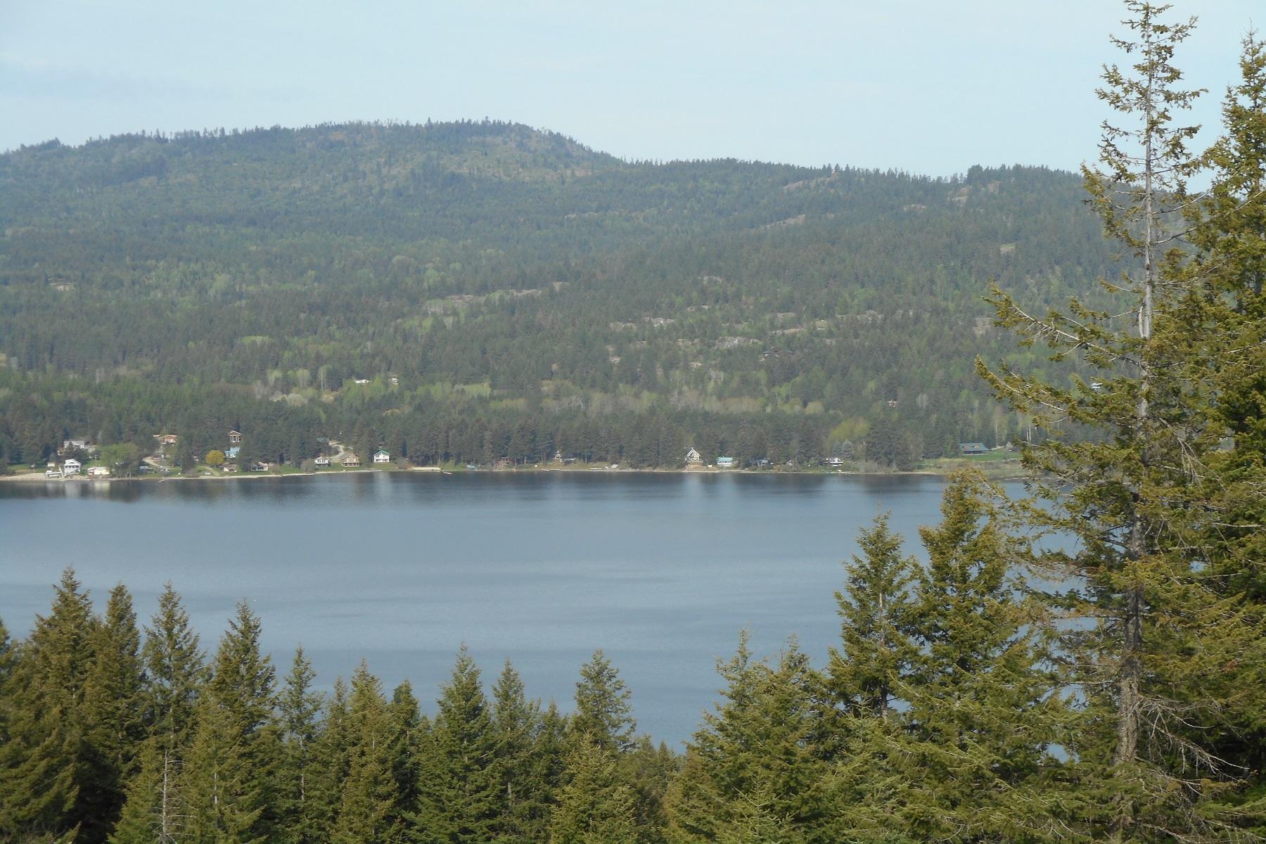 Terrain pour l Vente à 11+ acres w/panoramic lake & mountain view 4 Overlake View Cocolalla, Idaho 83813 États-Unis