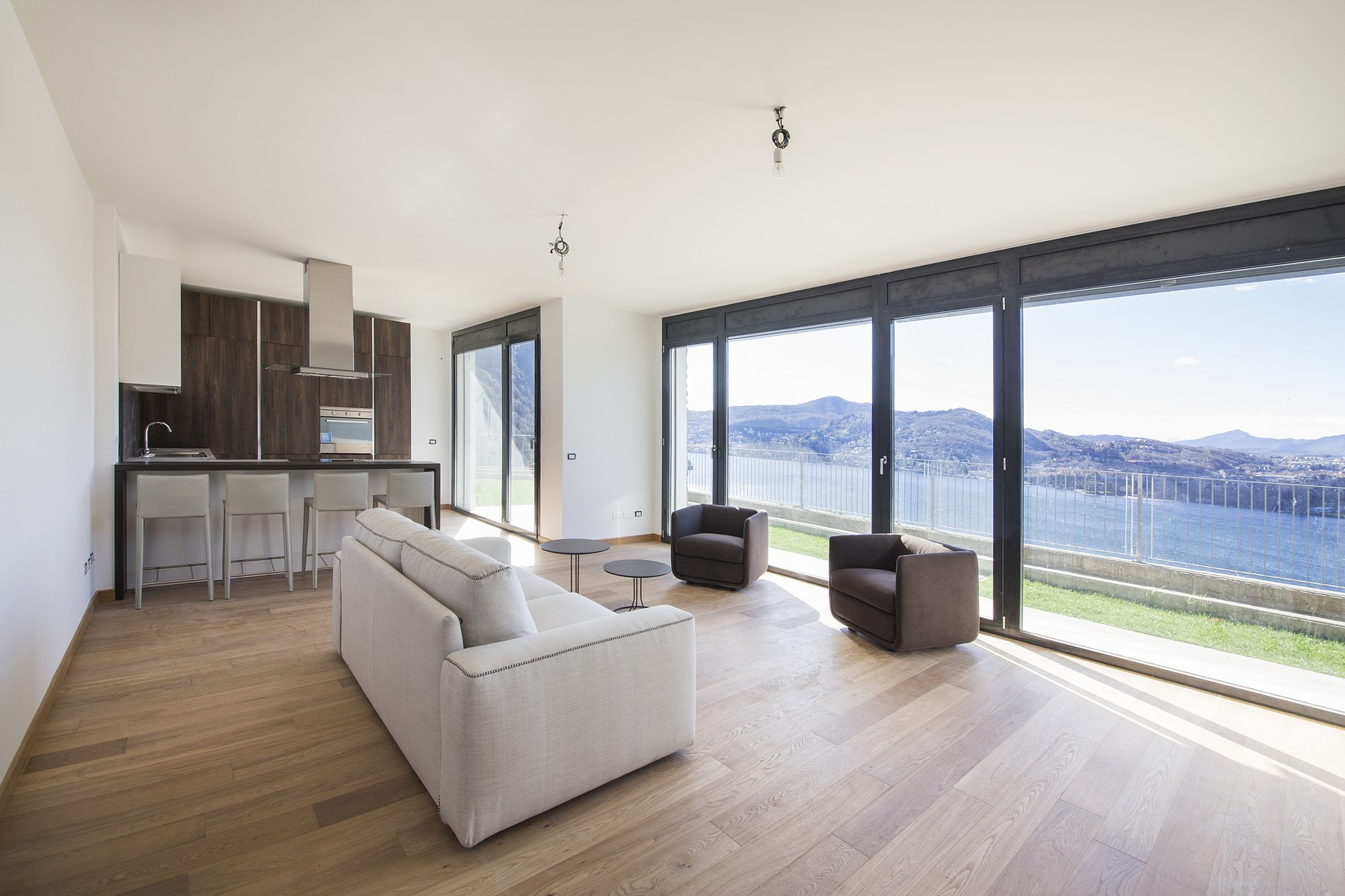 Apartamento por un Venta en Modern apartment with private garden and amazing lake views Via Caronti Blevio, Como 22020 Italia