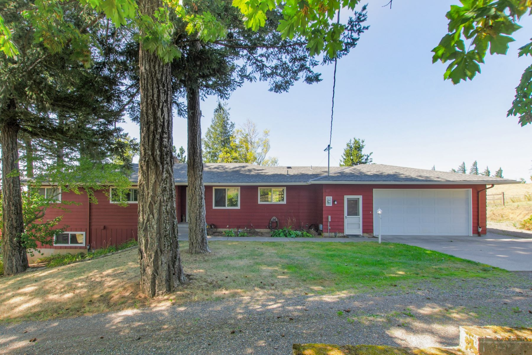 Single Family Homes for Active at Coveted Corbett Split Level 601 NE Littlepage Rd Corbett, Oregon 97019 United States
