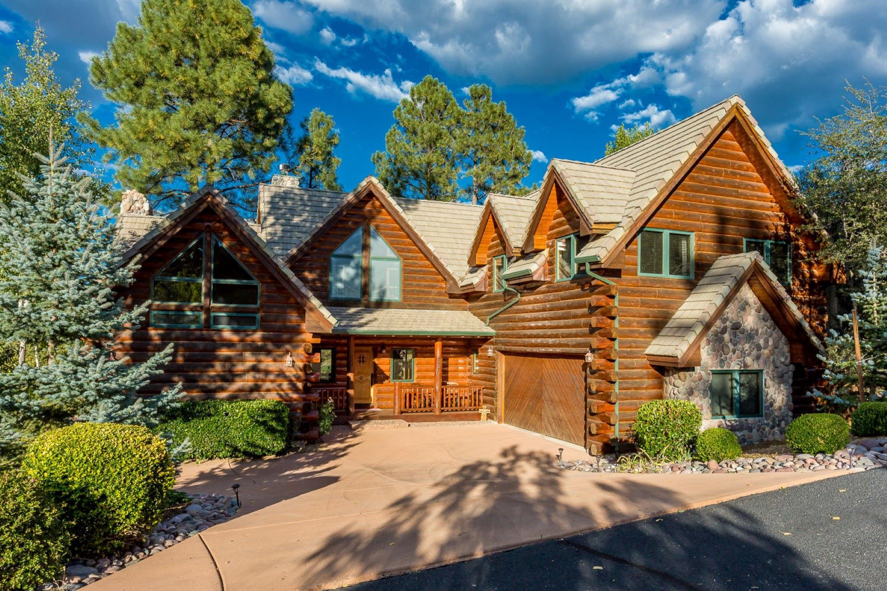 Casa Unifamiliar por un Venta en Stunning Log Home 737 Crosscreek Drive Prescott, Arizona 86303 Estados Unidos