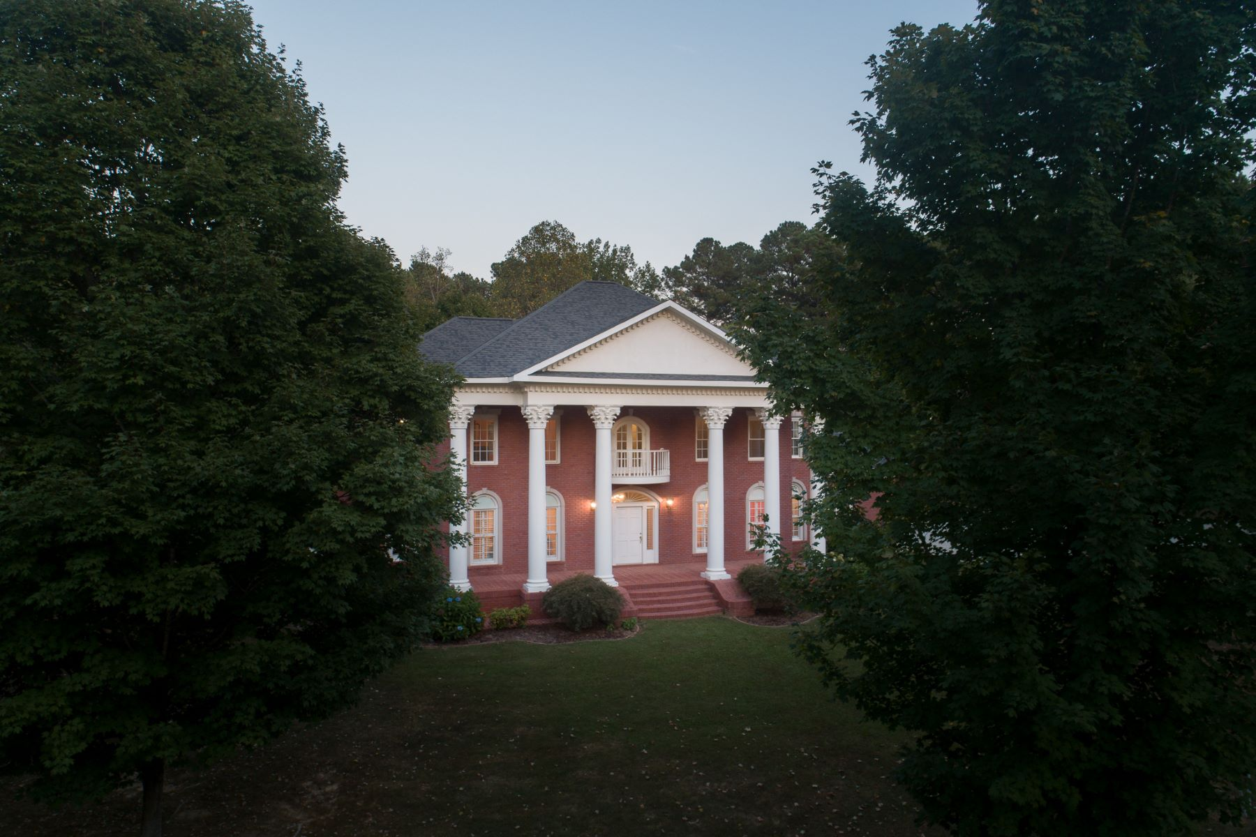 Single Family Homes for Active at 610 10th Street --- Arab, Alabama 35016 United States