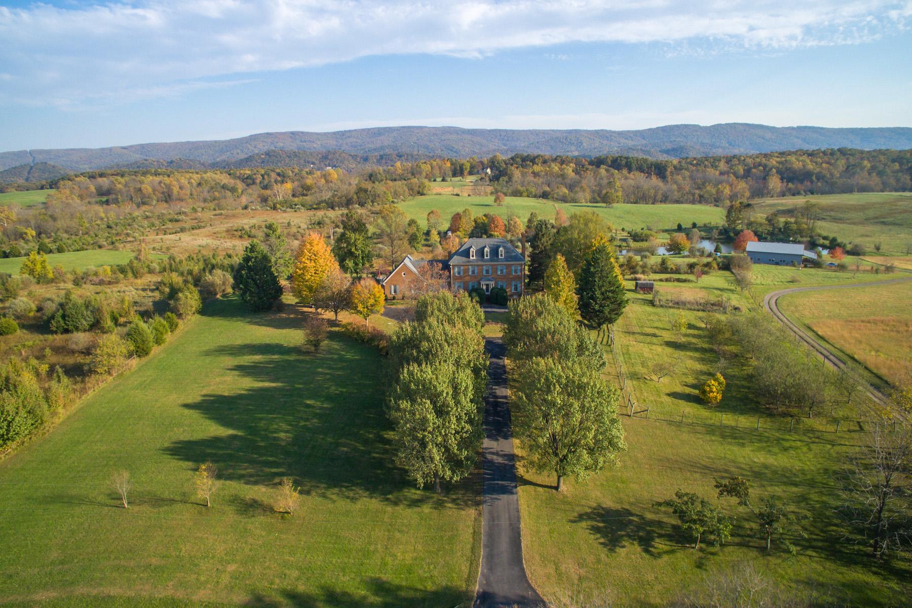 Maison unifamiliale pour l Vente à Milldale 1962 Milldale Rd Front Royal, Virginia 22630 États-Unis