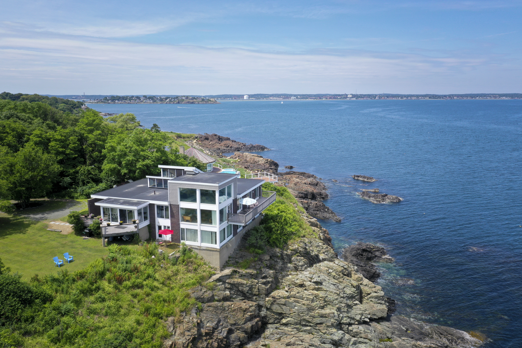 Single Family Homes 용 매매 에 Breathtaking Views of the North Shore Coastline 6 Spouting Horn Road, Nahant, 매사추세츠 01908 미국