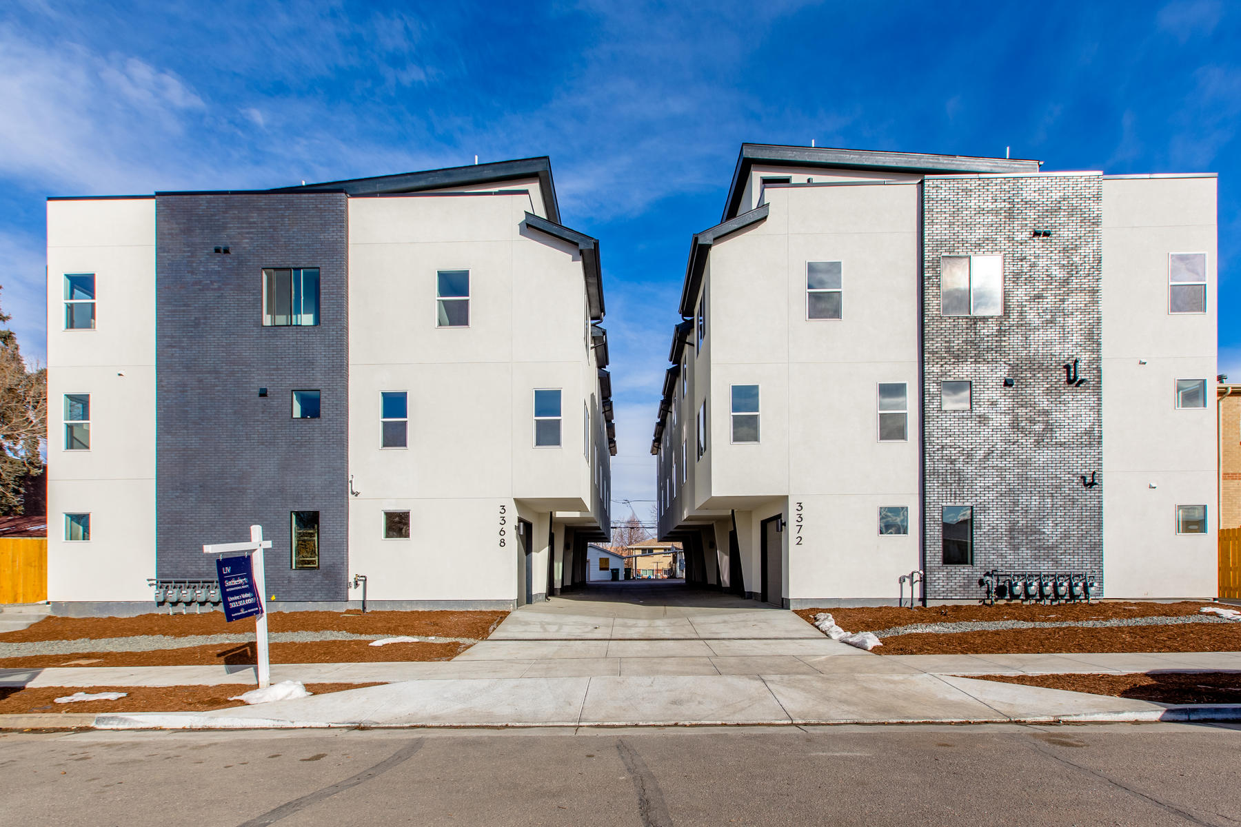 townhouses のために 売買 アット New Townhomes in SoBo! 3368 S Pearl Street Unit #D Englewood, コロラド 80113 アメリカ