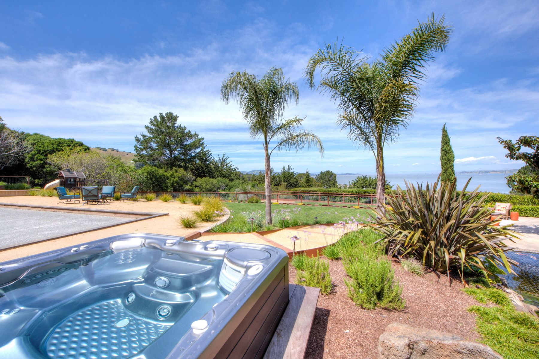 Additional photo for property listing at Stunning Private Villa in Tiburon! 4185 Paradise Dr Tiburon, California 94920 United States