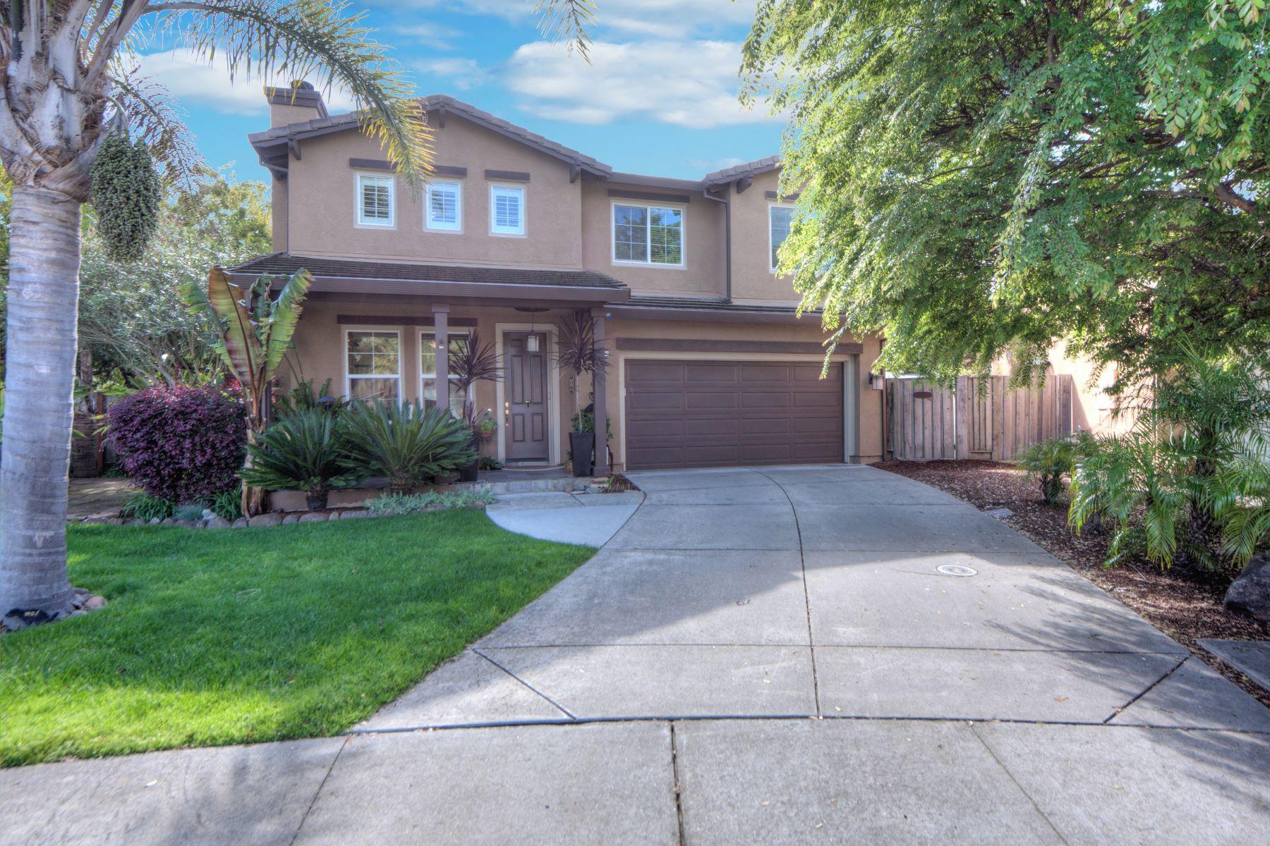 Vivienda unifamiliar por un Venta en Beautiful Home in Desirable Hamilton Community 35 Alhambra Court, Novato, California, 94949 Estados Unidos
