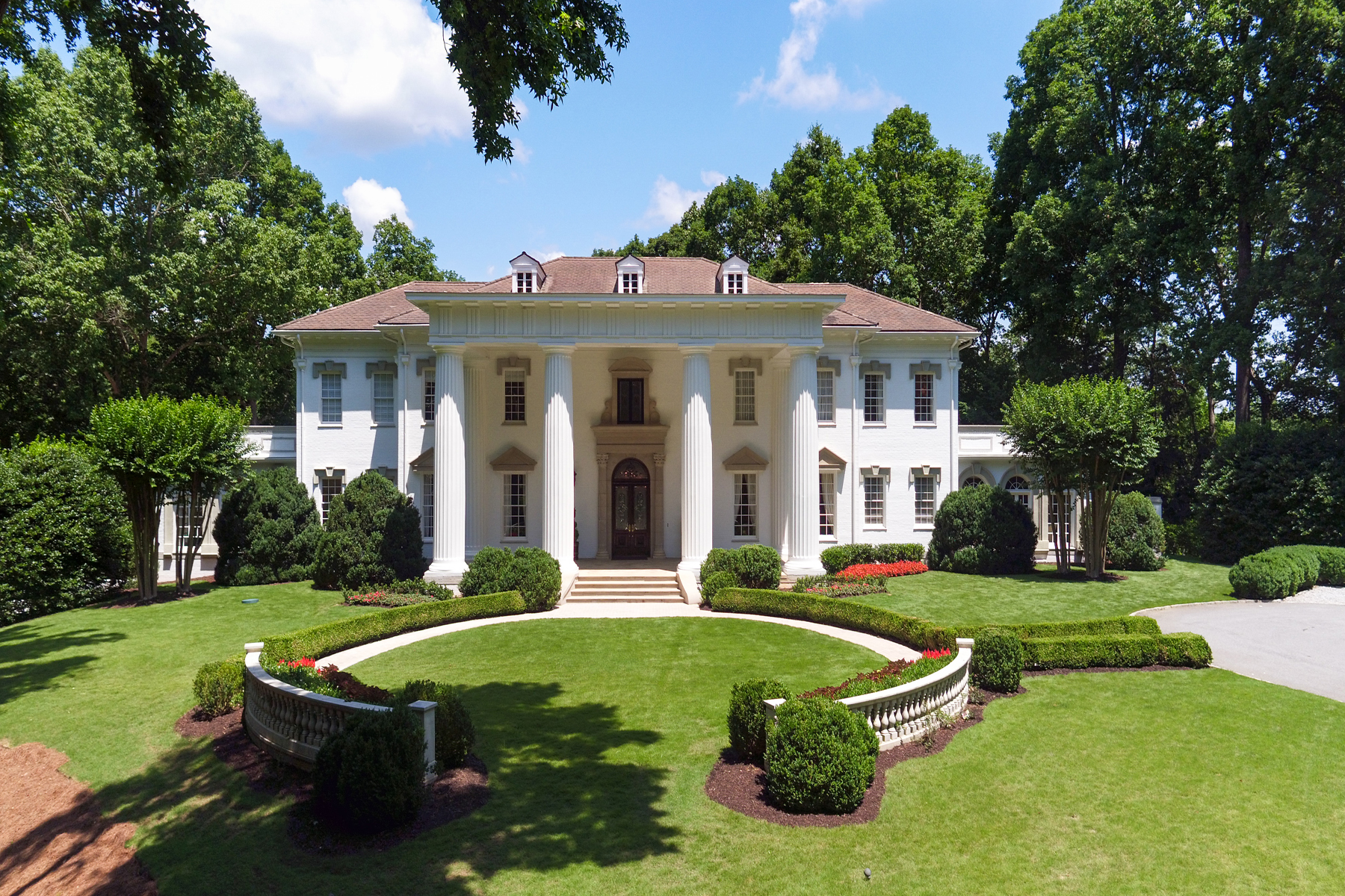 Single Family Homes للـ Sale في Situated On The Chattahoochee On 14+/- Private Acres 60 Sherington Place, Atlanta, Georgia 30350 United States