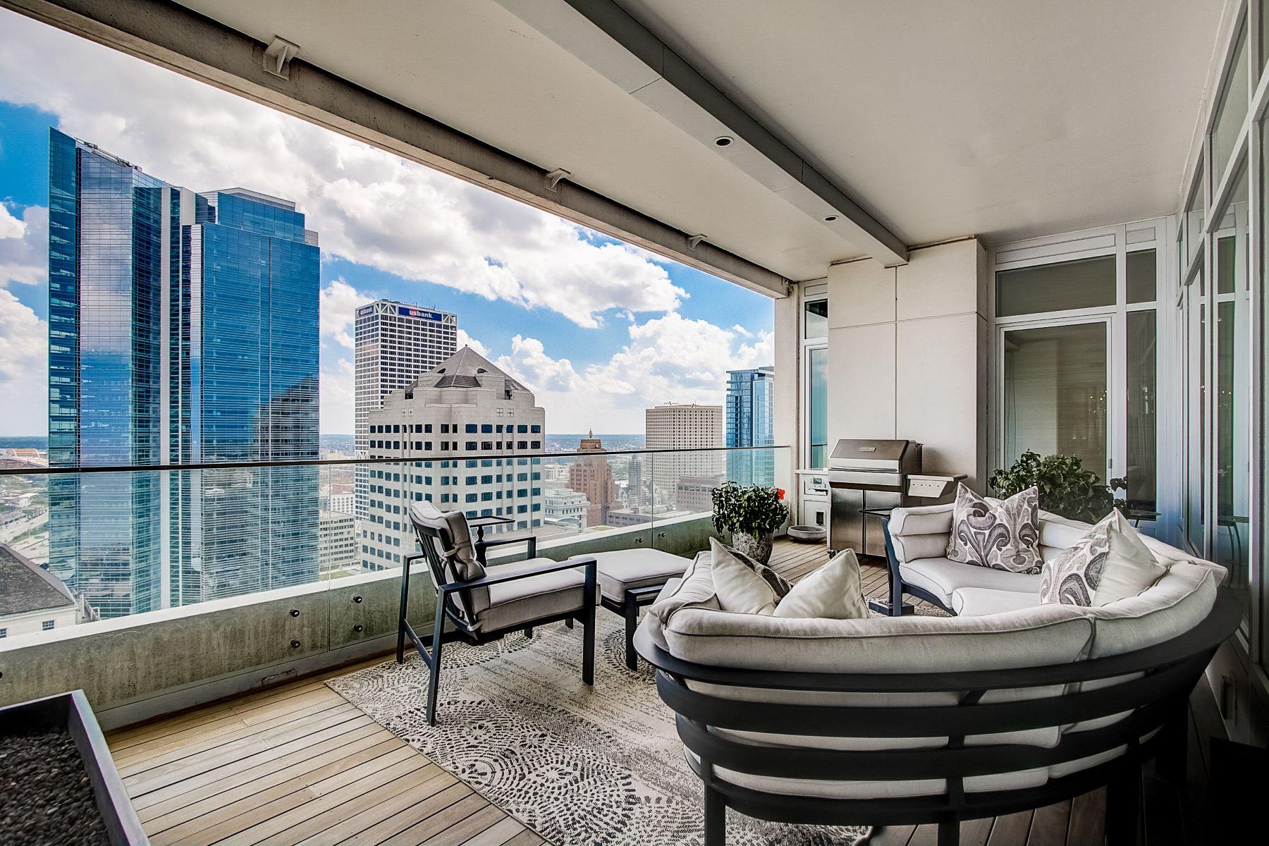Condominiums のために 売買 アット Luxurious High-Rise Living 825 N. Prospect Ave. 2302, Milwaukee, ウィスコンシン 53202 アメリカ