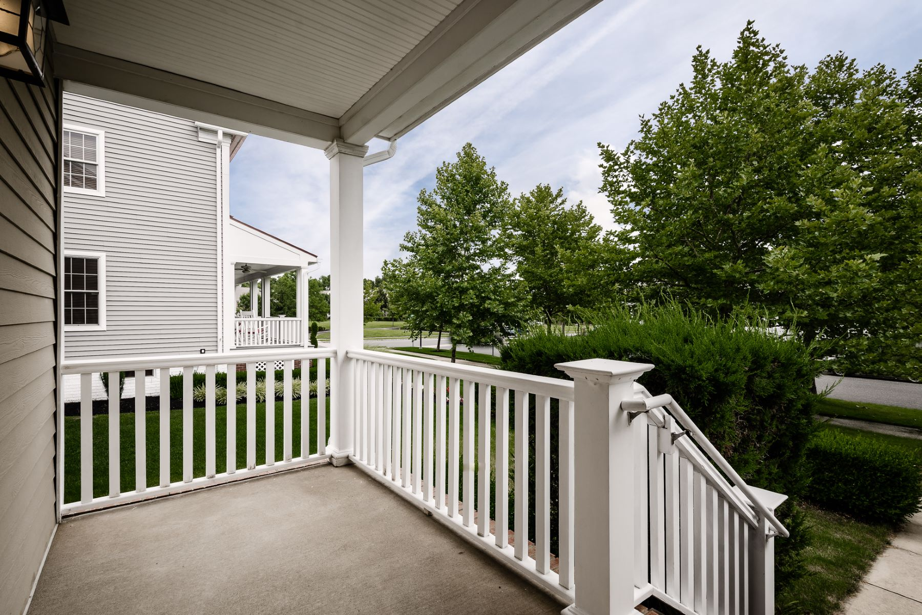 Additional photo for property listing at Open Plan and Pretty Outdoor Space in Robbinsville 59 Newtown Boulevard, Robbinsville, New Jersey 08691 United States