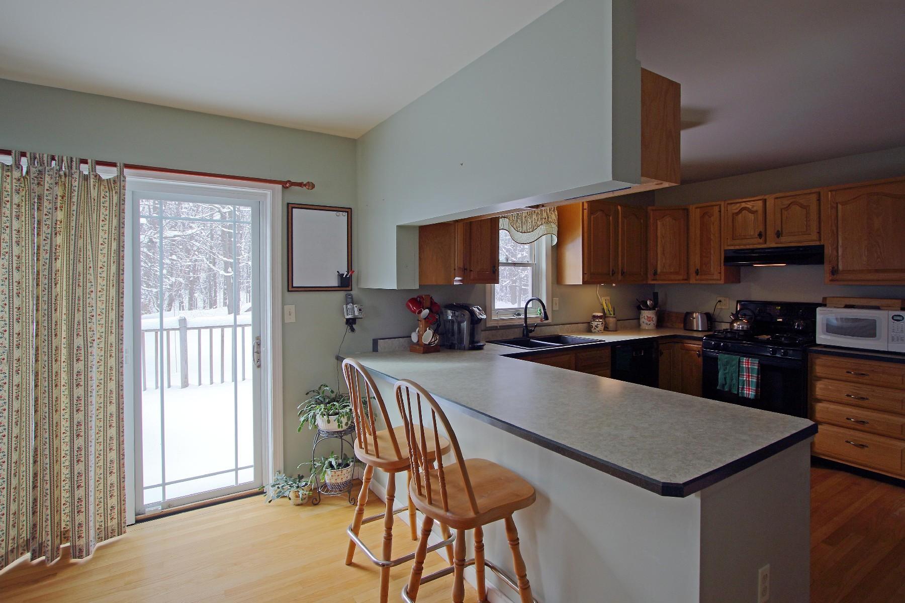 独户住宅 为 销售 在 121 Kirby, South Burlington 南伯灵顿, 佛蒙特州, 05403 美国