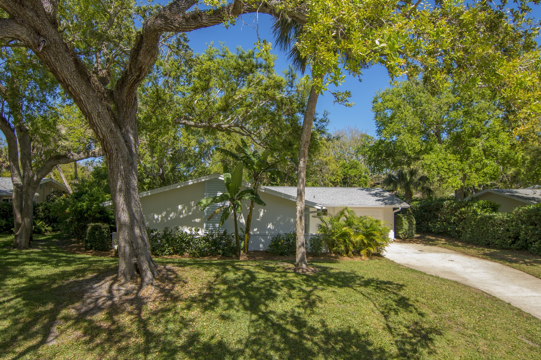 Single Family Home for Sale at Perfect Central Beach Home 365 Fiddlewood Road, Vero Beach, Florida, 32963 United States