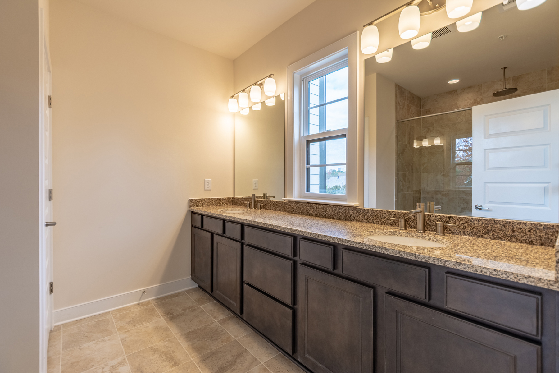 Additional photo for property listing at Beautiful Three Story Modern New Construction Townhome 883 Stone Crest Road Atlanta, Georgia 30324 United States