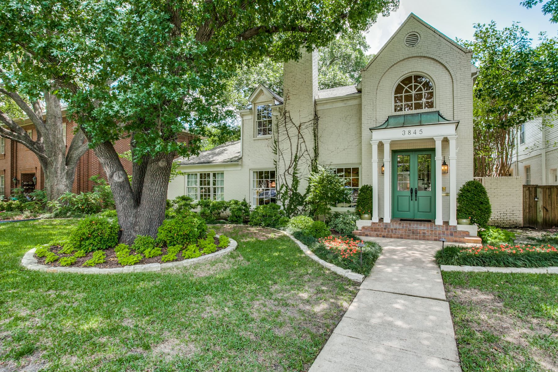 Single Family Homes for Active at University Park Traditional 3845 Greenbrier Drive University Park, Texas 75225 United States