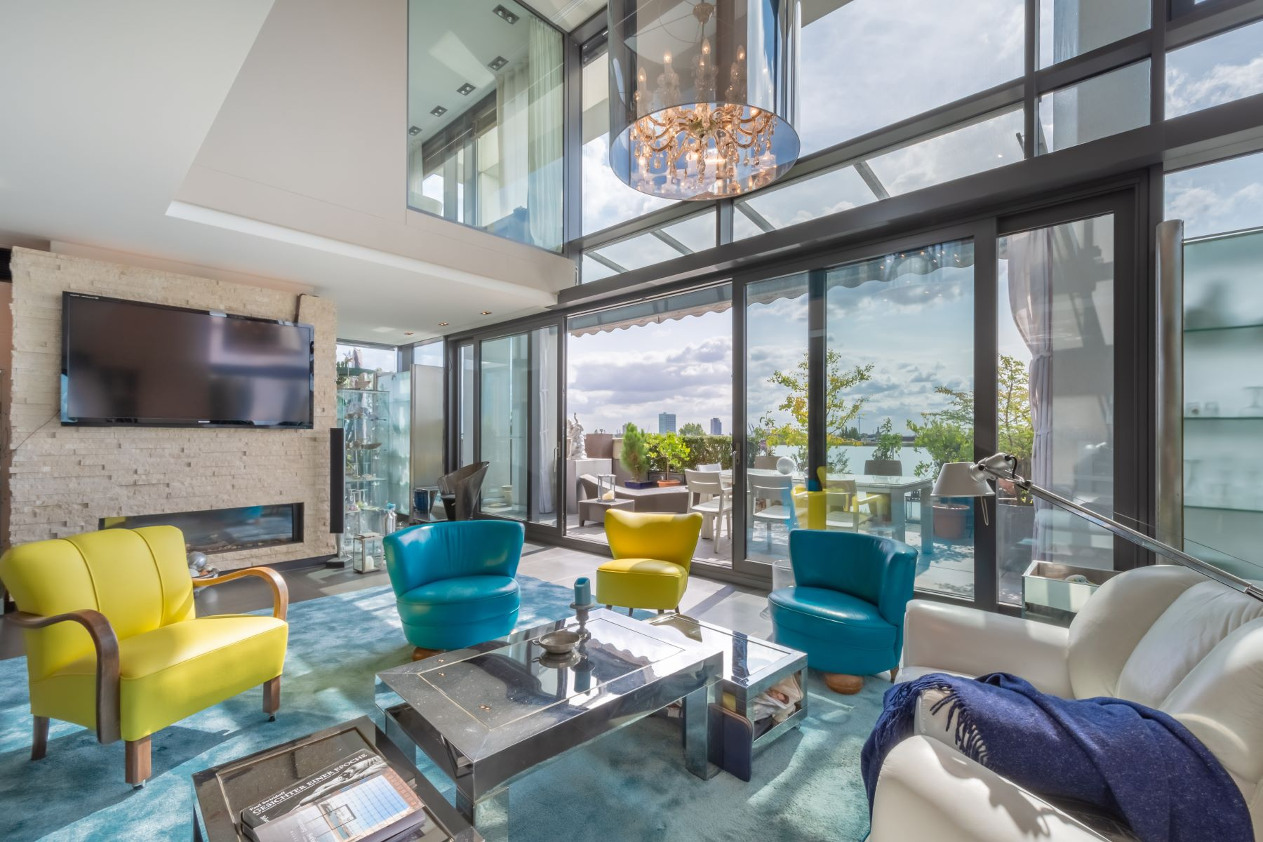 Condominiums for Sale at Spectacular penthouse with panoramic view and pool Völckersstraße 42 Hamburg, Hamburg 22765 Germany