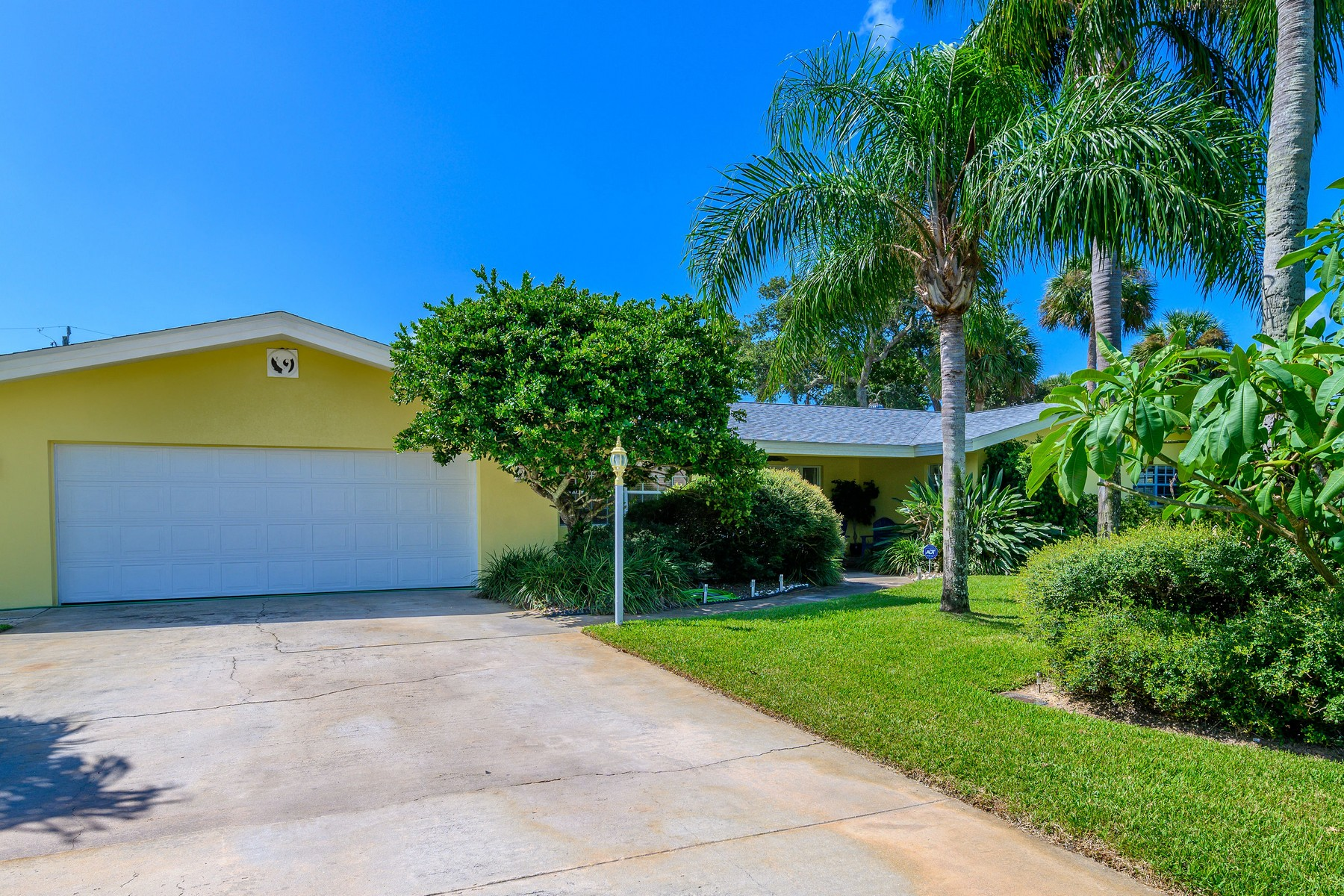 Single Family Homes for Sale at River Colony West 509 Harland Avenue Melbourne Beach, Florida 32951 United States