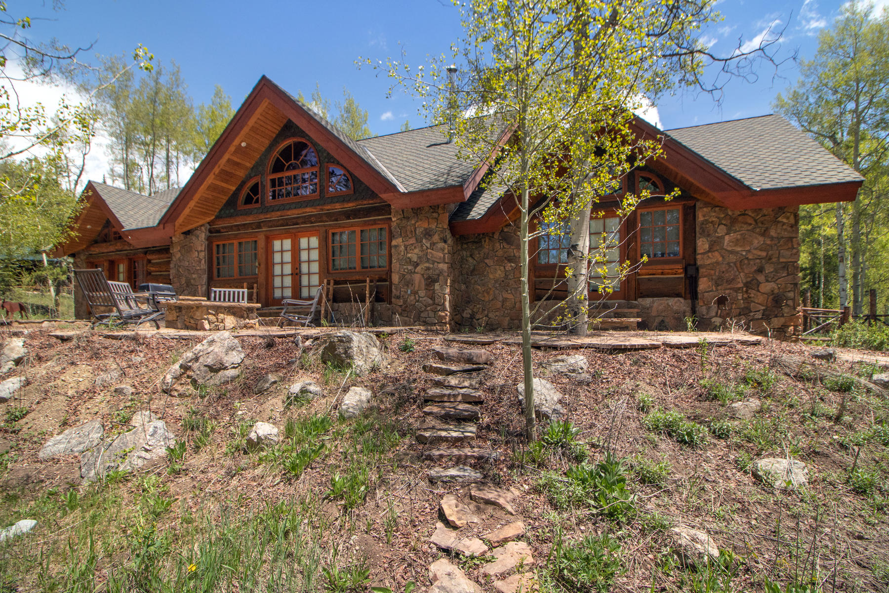 Single Family Homes para Venda às An Authentic Rocky Mountain Sanctuary 1041 GCR 848 & 590 GCR 8384, Fraser, Colorado 80442 Estados Unidos