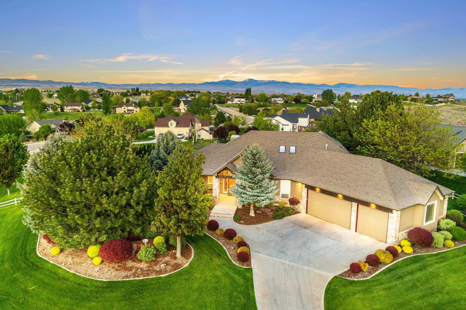 Single Family Homes for Active at 4682 High Prairie Place Star, Idaho 83669 United States