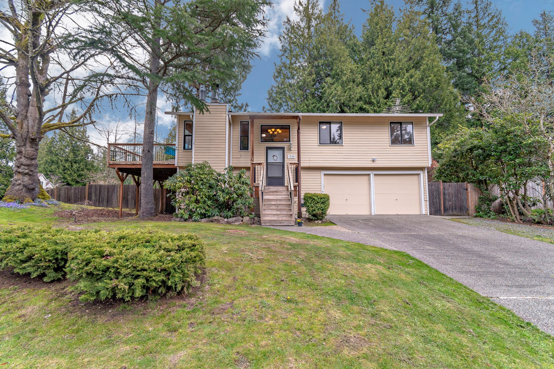 Single Family Homes for Sale at Tranquil Oasis in the Heart of Sammamish 1324 220th Place NE Sammamish, Washington 98074 United States