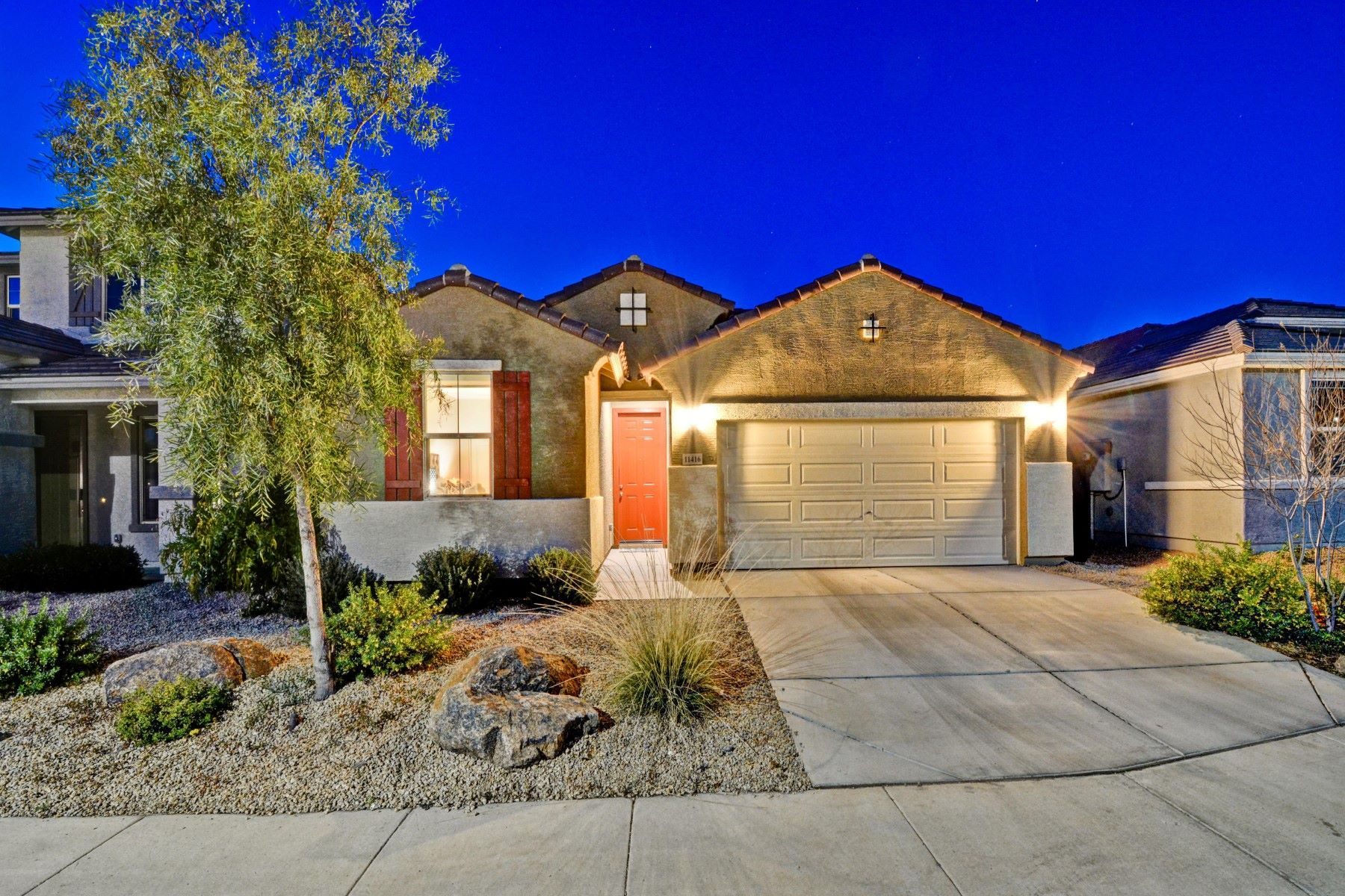 Single Family Homes por un Venta en SouthGate at Canyon Ridge West 11416 W FOXFIRE DR Surprise, Arizona 85378 Estados Unidos