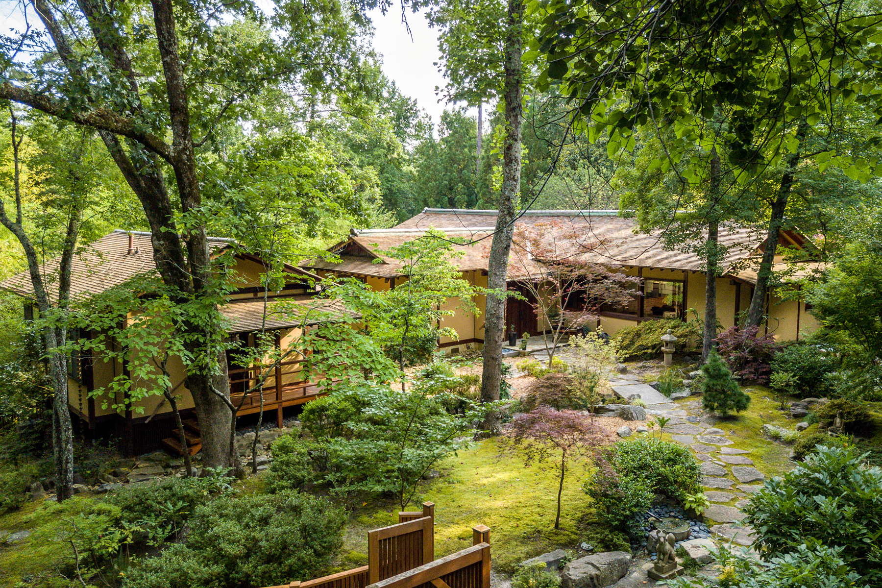 獨棟家庭住宅 為 出售 在 Unique Japanese style Zen Buckhead Retreat 4010 Beechwood Drive NW Atlanta, 喬治亞州 30327 美國