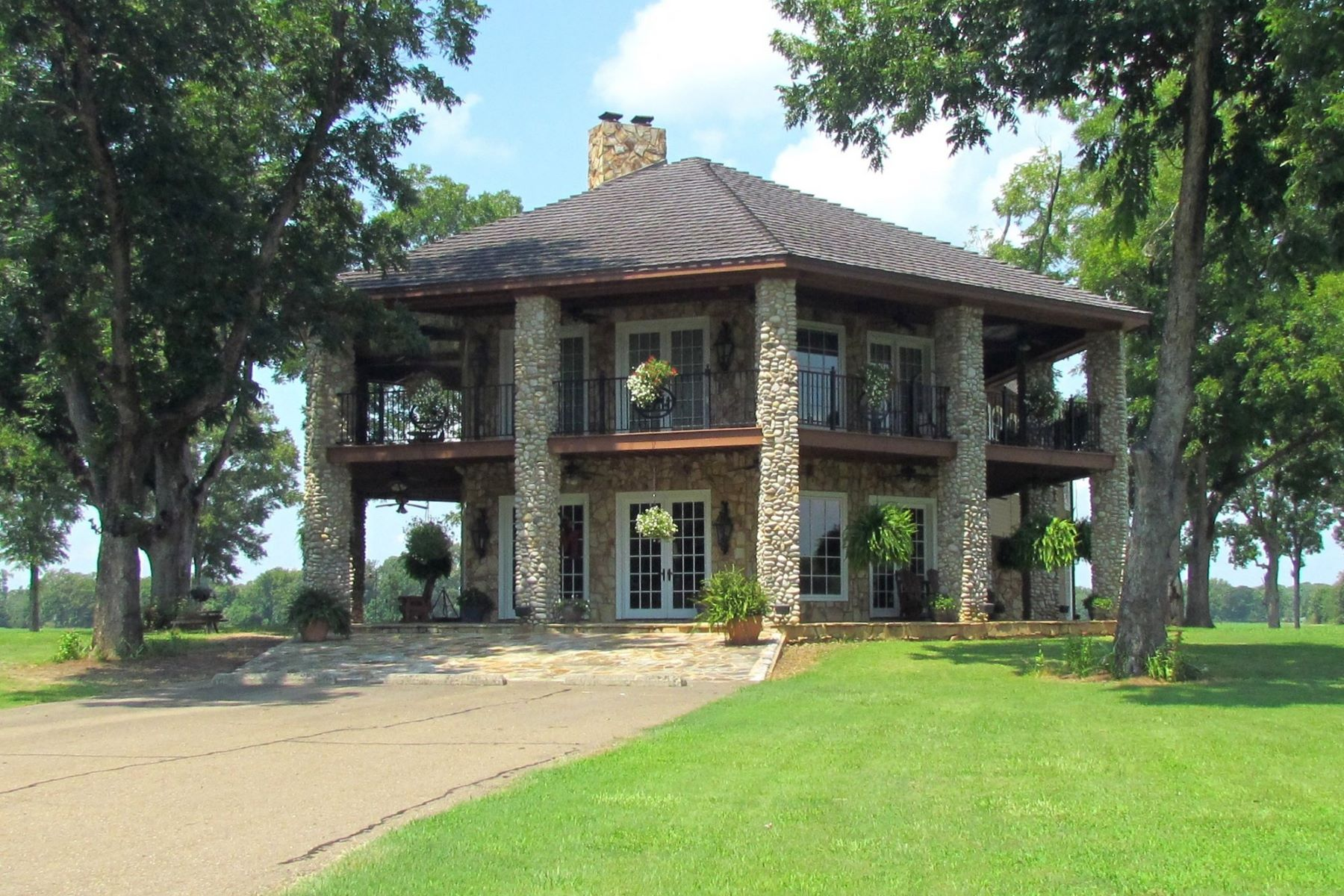 for Sale at 70 Pippens Road Mangham, Louisiana 71259 United States