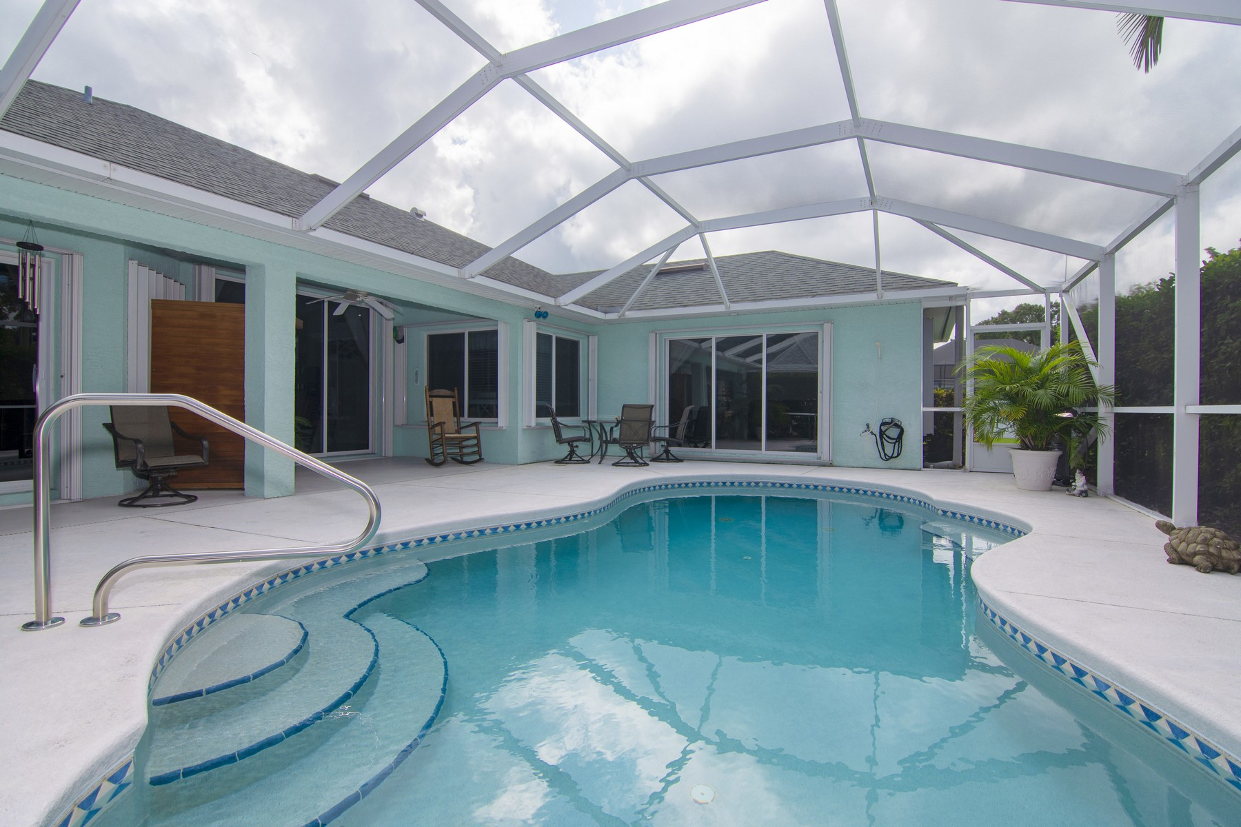Additional photo for property listing at Light and Bright Beautiful Pool Home 645 23rd Avenue Vero Beach, Florida 32962 United States