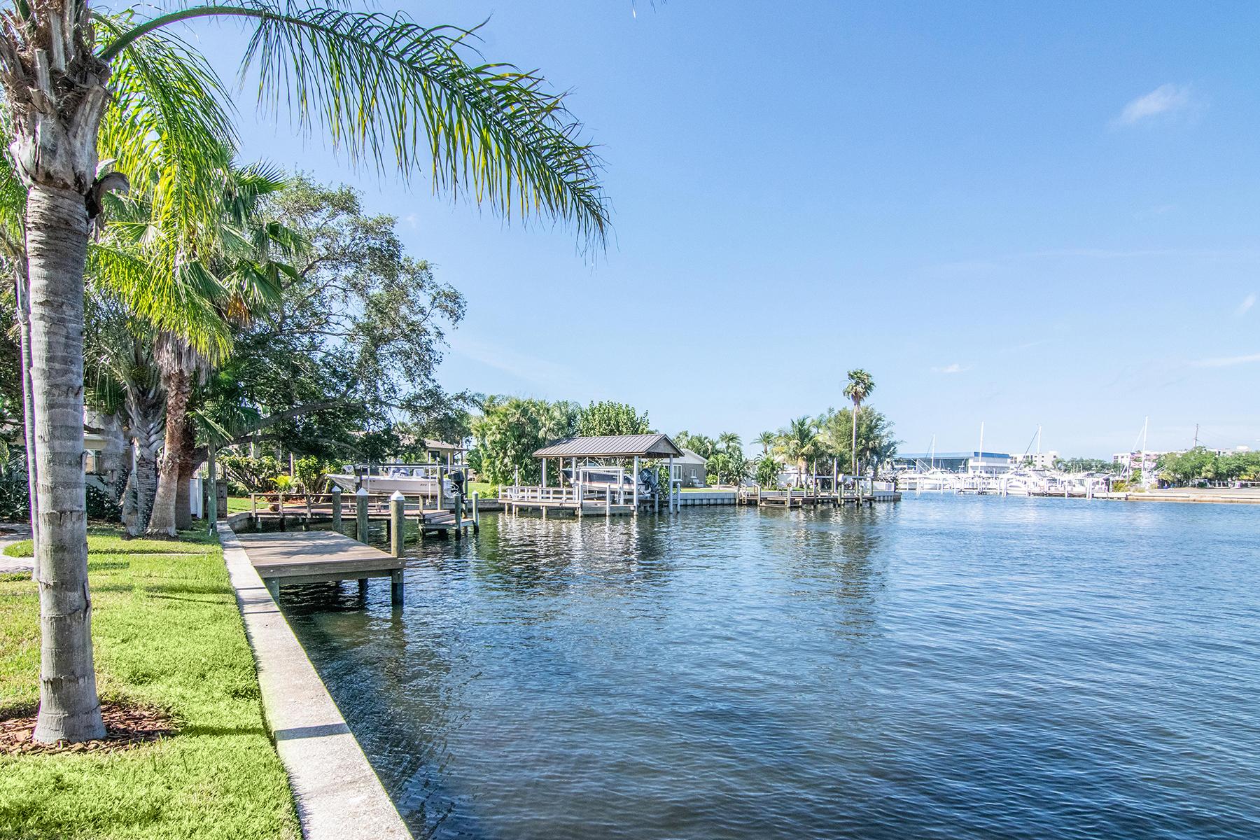 Single Family Homes para Venda às 6802 Sea Gull Dr S, St. Petersburg, Florida 33707 Estados Unidos